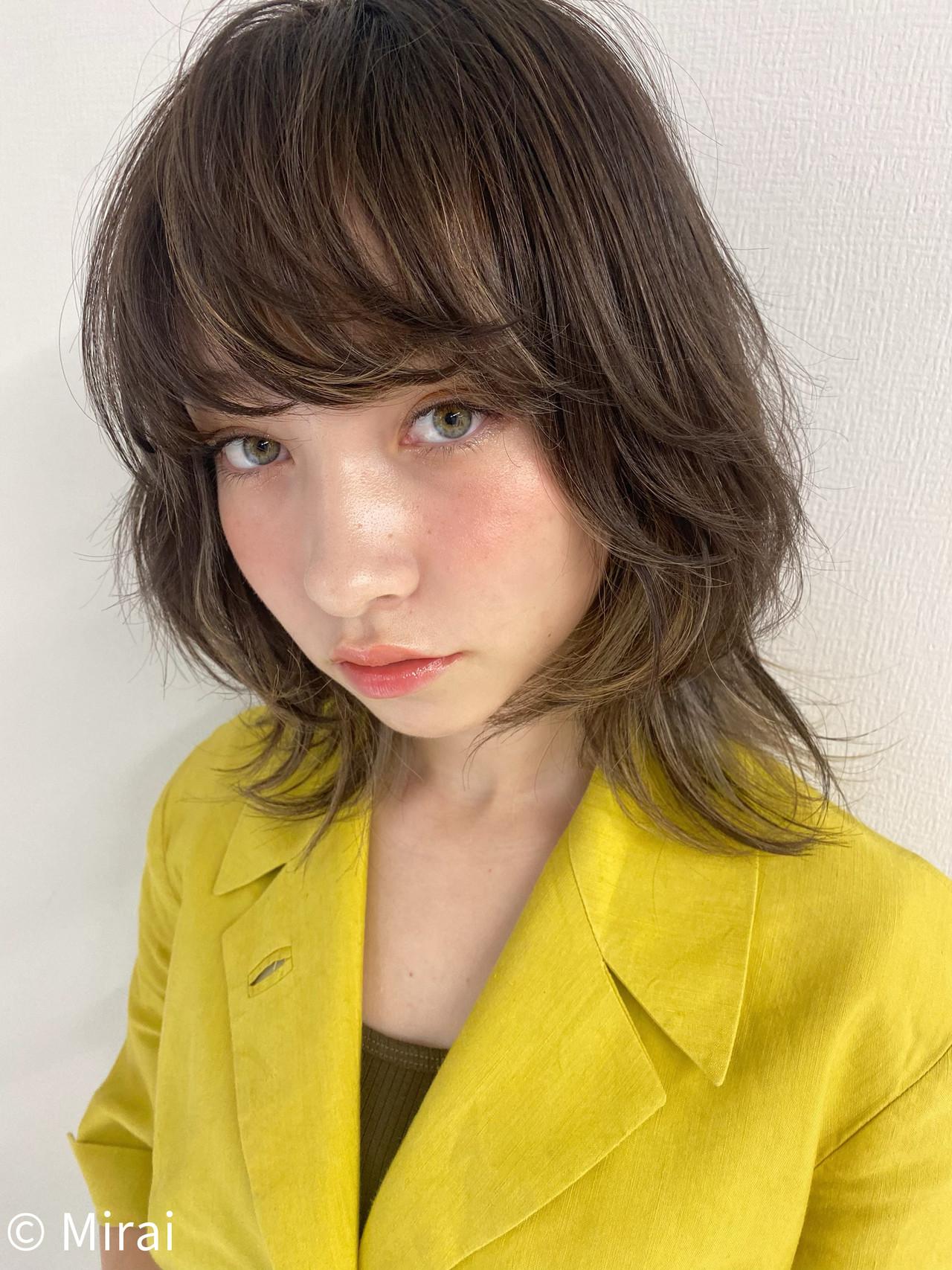 ウルフカット インナーカラー ナチュラル アッシュ ヘアスタイルや髪型の写真・画像