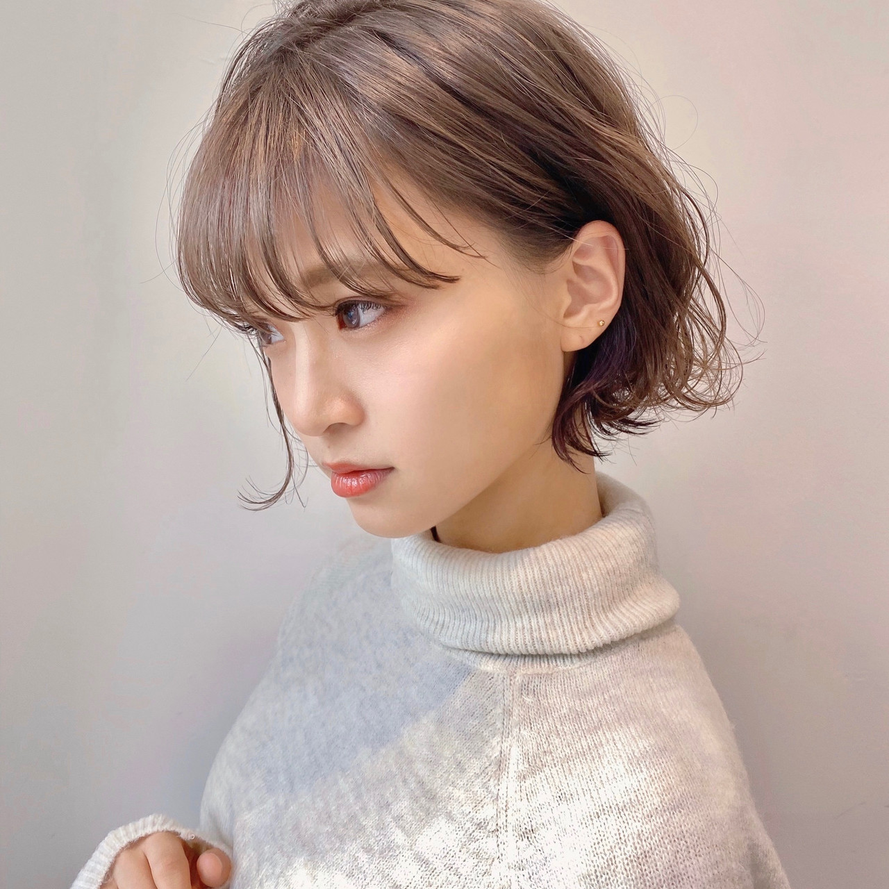 ショートヘア ショートボブ ナチュラル インナーカラー ヘアスタイルや髪型の写真・画像   ウキタ / GOTODAYSHAiRESALON