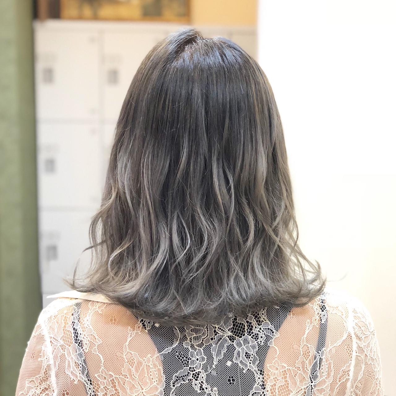 ミディアム 透明感 ブリーチ 外国人風ヘアスタイルや髪型の写真・画像