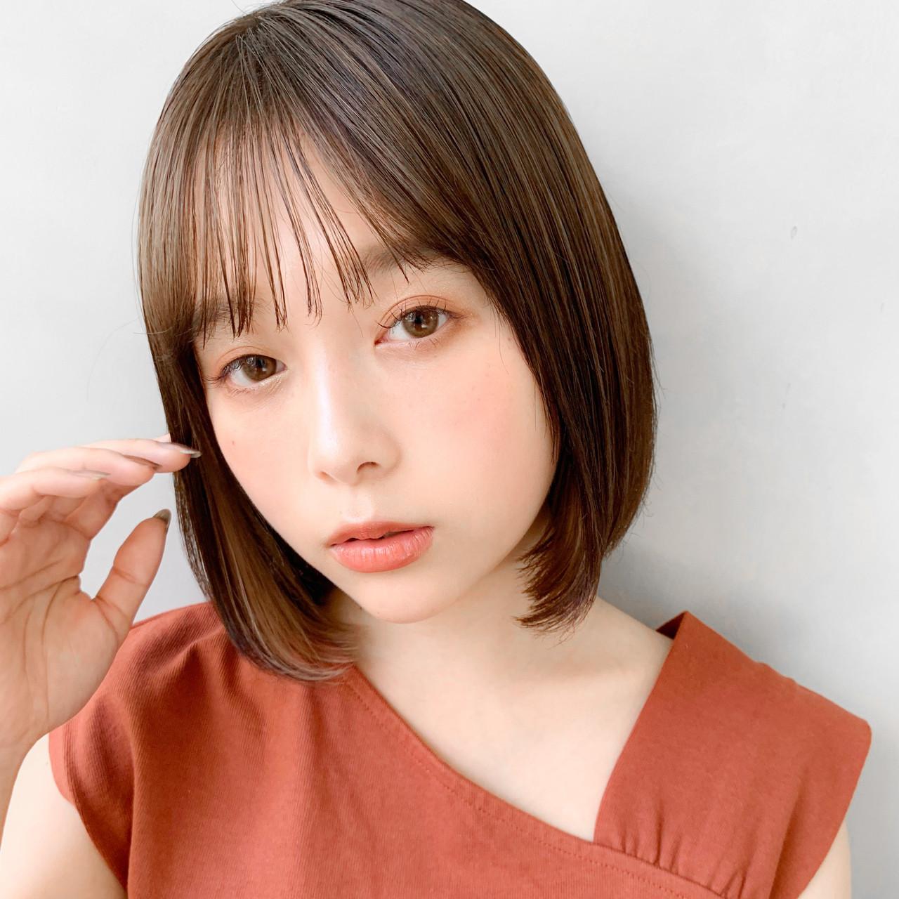 艶カラー イヤリングカラーベージュ お団子アレンジ おフェロヘアスタイルや髪型の写真・画像