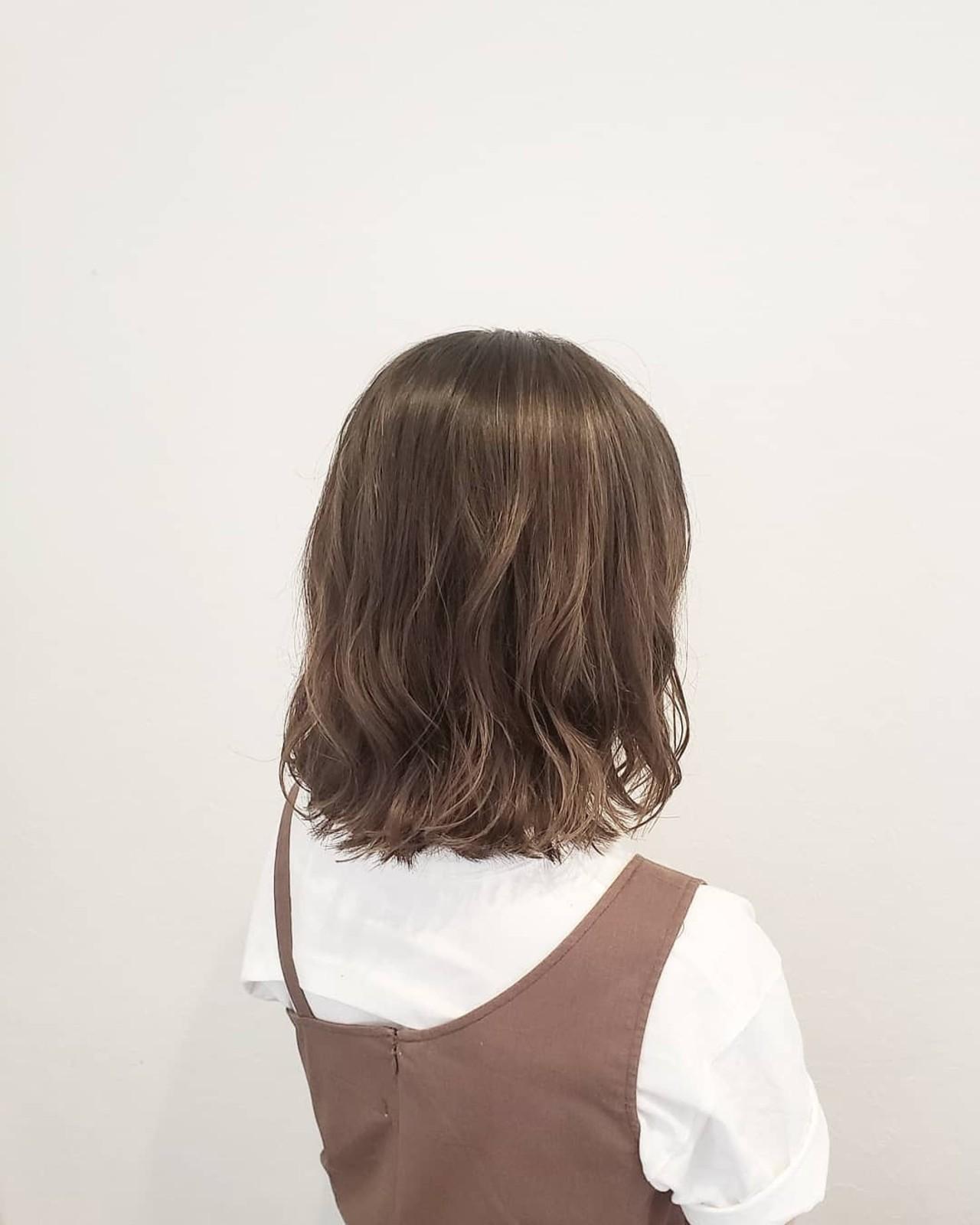 ナチュラル グレージュ ミディアム ハイライトヘアスタイルや髪型の写真・画像