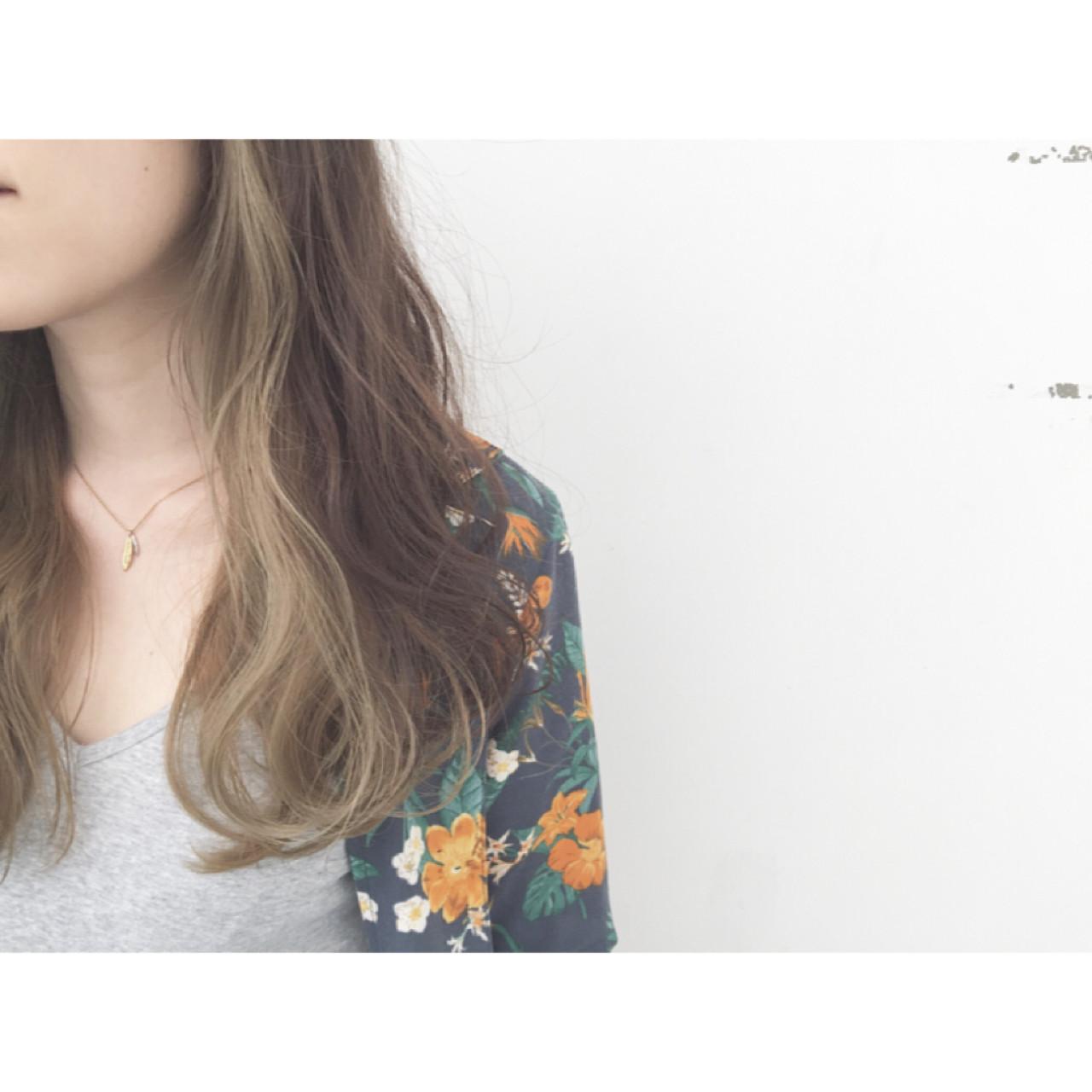 外国人風 ロング 暗髪 パーマ ヘアスタイルや髪型の写真・画像 | 安達 優生 / U-REALM(ユーレルム)