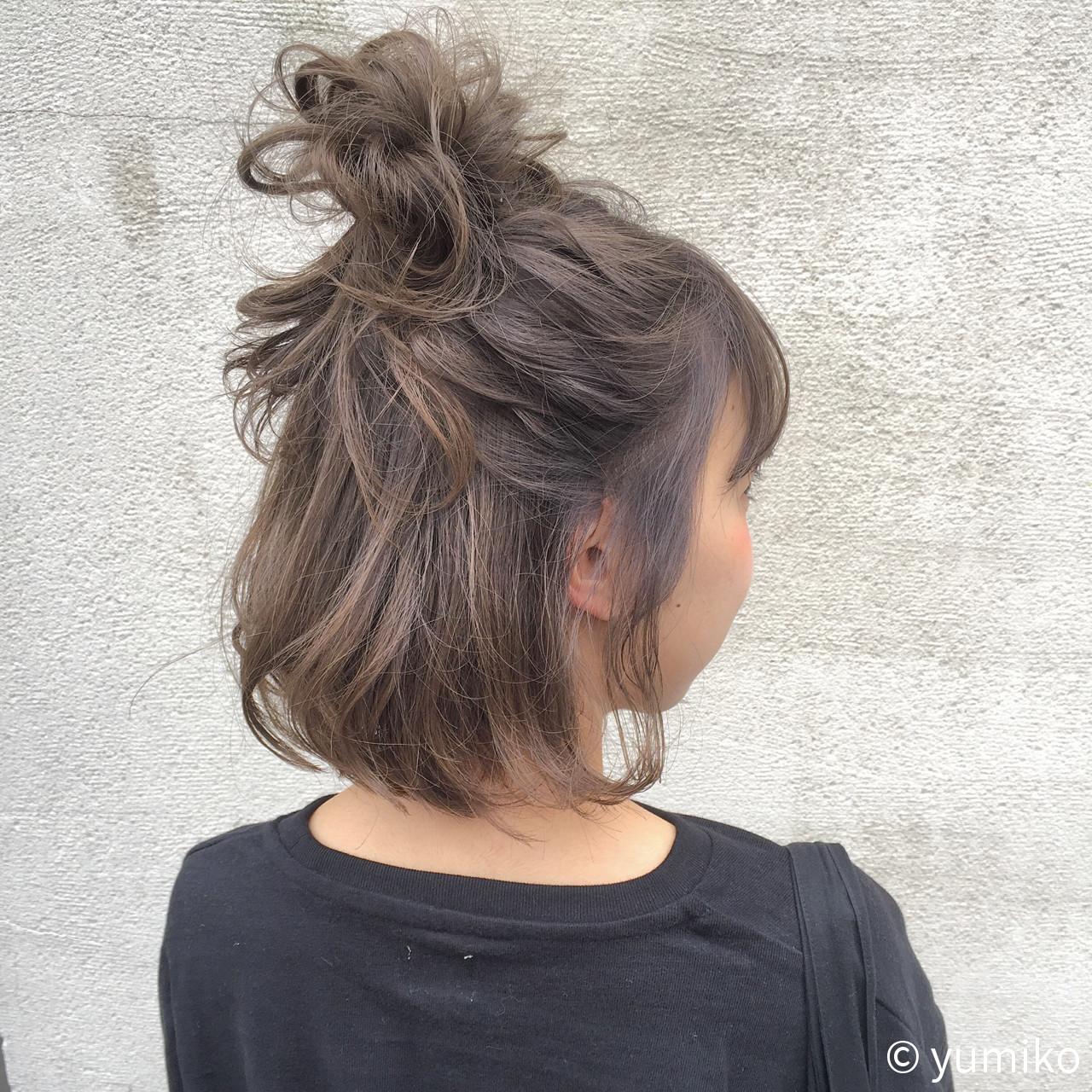 グレー ダブルカラー 暗髪 グレージュ ヘアスタイルや髪型の写真・画像 | yumiko/sapporoSKNOW / SKNOW