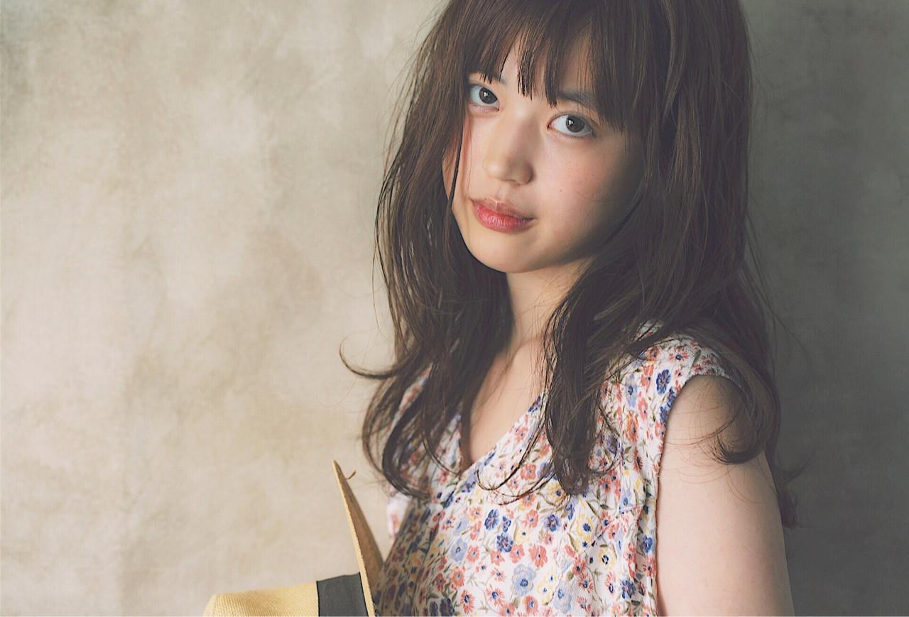 暗髪 大人かわいい ワイドバング ナチュラル ヘアスタイルや髪型の写真・画像 | 冨永 真太郎 / 人トナリ