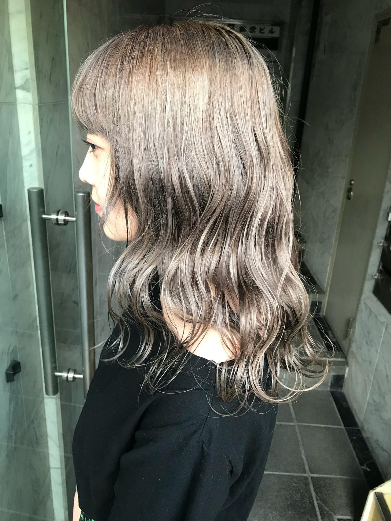 セミロング ミルクティー 外国人風 モード ヘアスタイルや髪型の写真・画像 | yoshiki / float 天神橋
