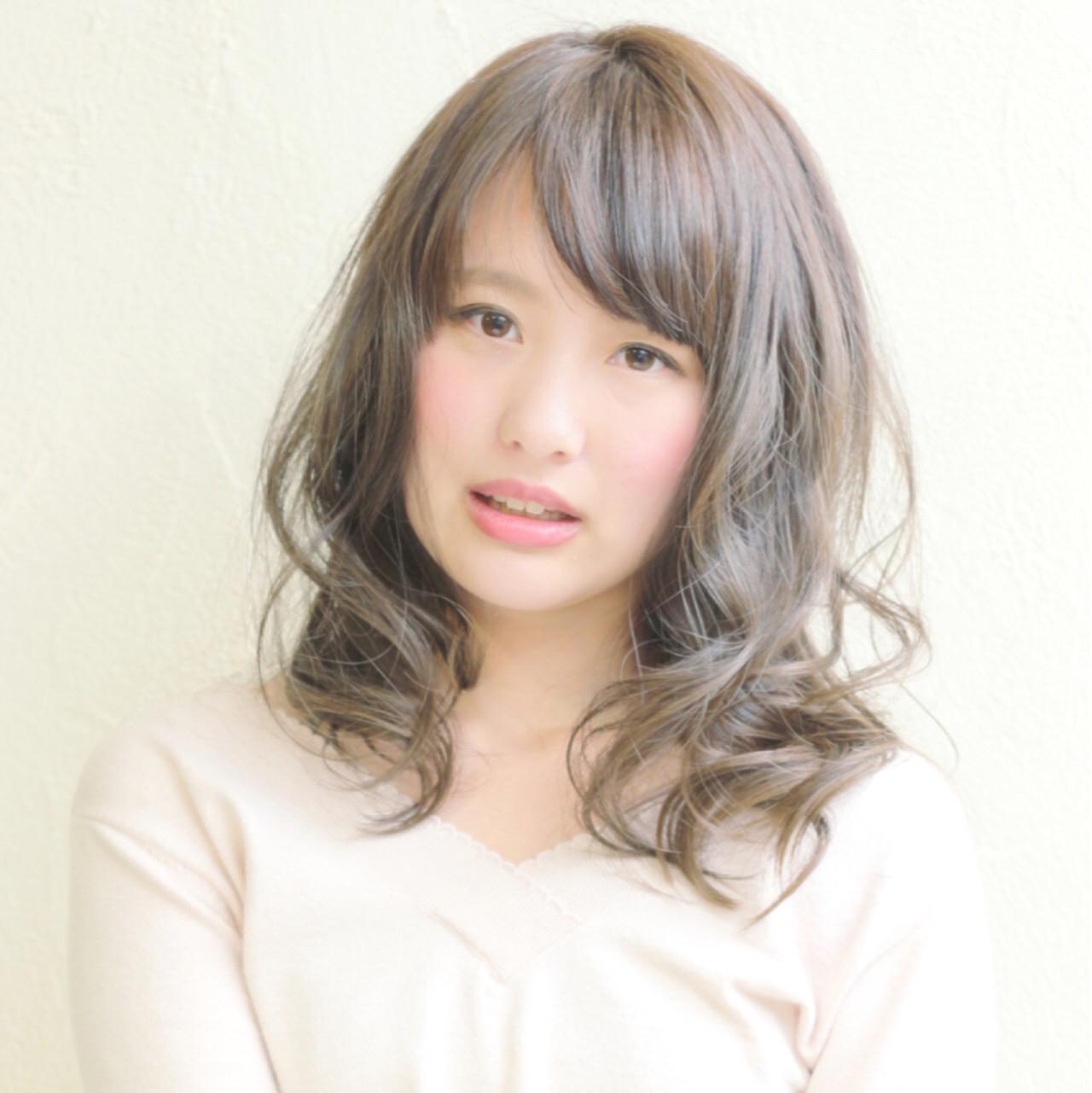 ミディアムヘアの巻き方伝授♡コテとアイロンでゆるふわに仕上げるコツ 瀬戸 亮平 / Rulyru