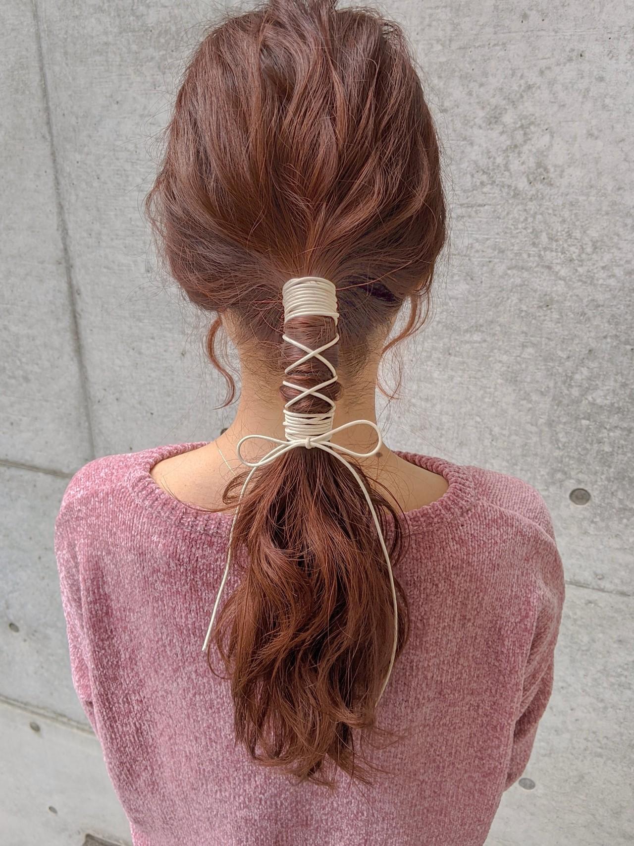 ラズベリーピンク ロング リボンアレンジ ピンクブラウン ヘアスタイルや髪型の写真・画像