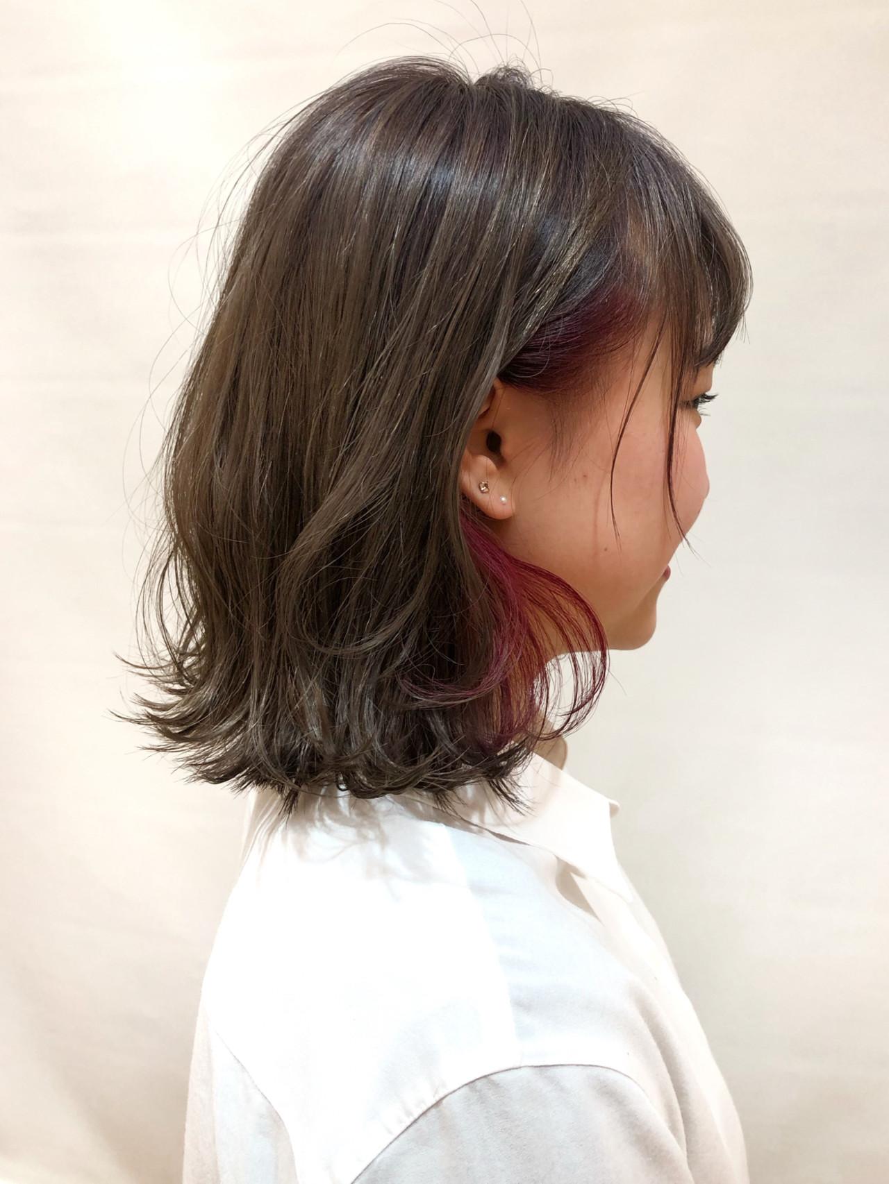 外ハネ ピンク インナーカラー グレージュヘアスタイルや髪型の写真・画像