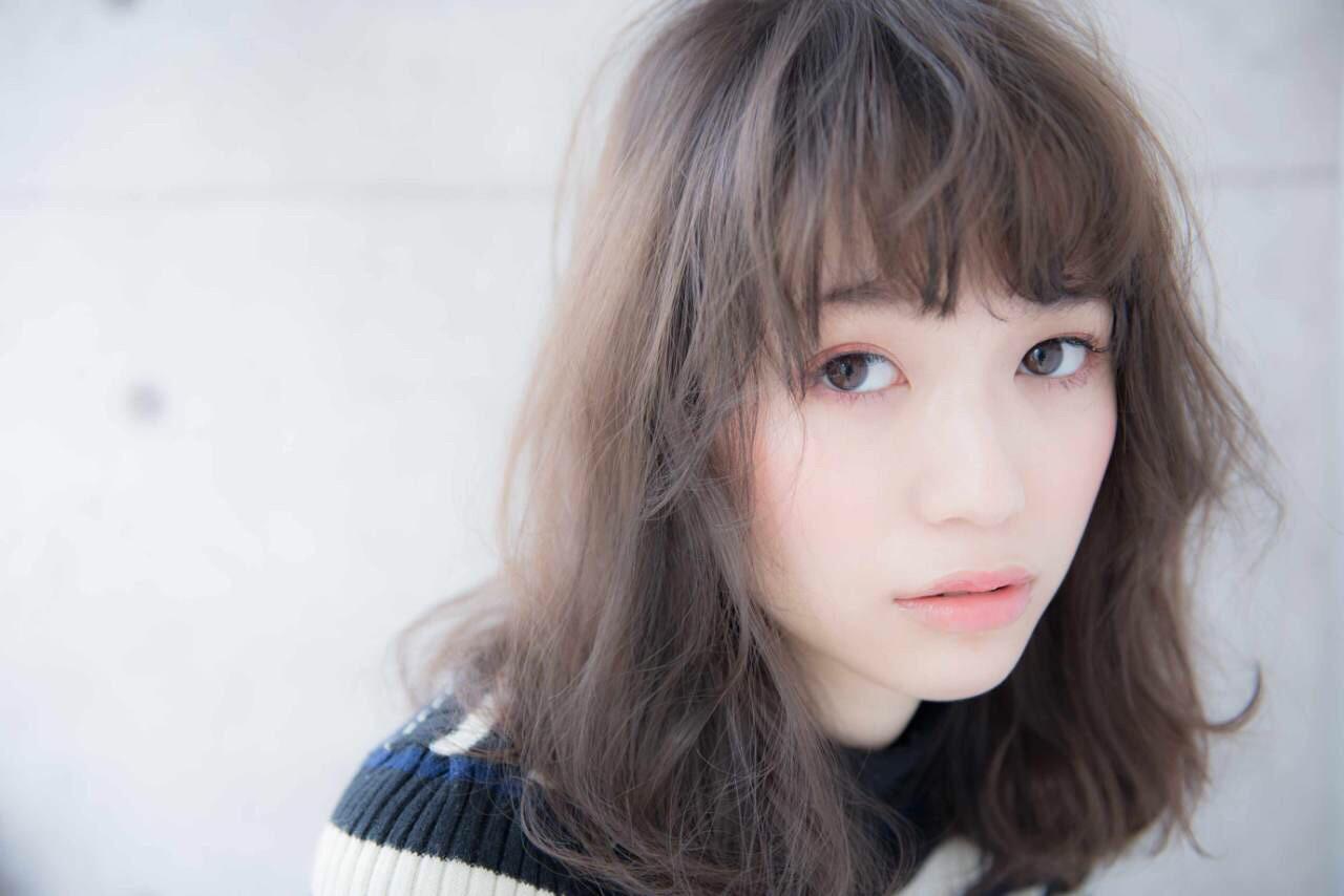 ミディアム ゆるふわ 大人かわいい レイヤーカットヘアスタイルや髪型の写真・画像