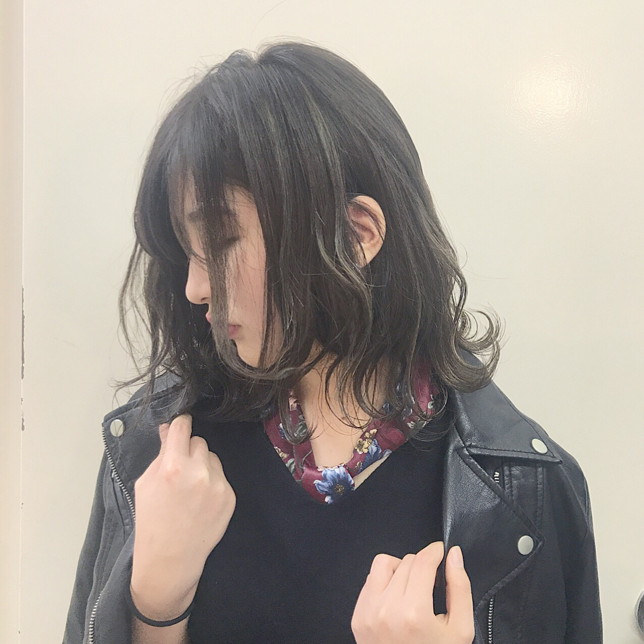 秋 ニュアンス アッシュ ウェーブ ヘアスタイルや髪型の写真・画像   落合 健二 / hair ales