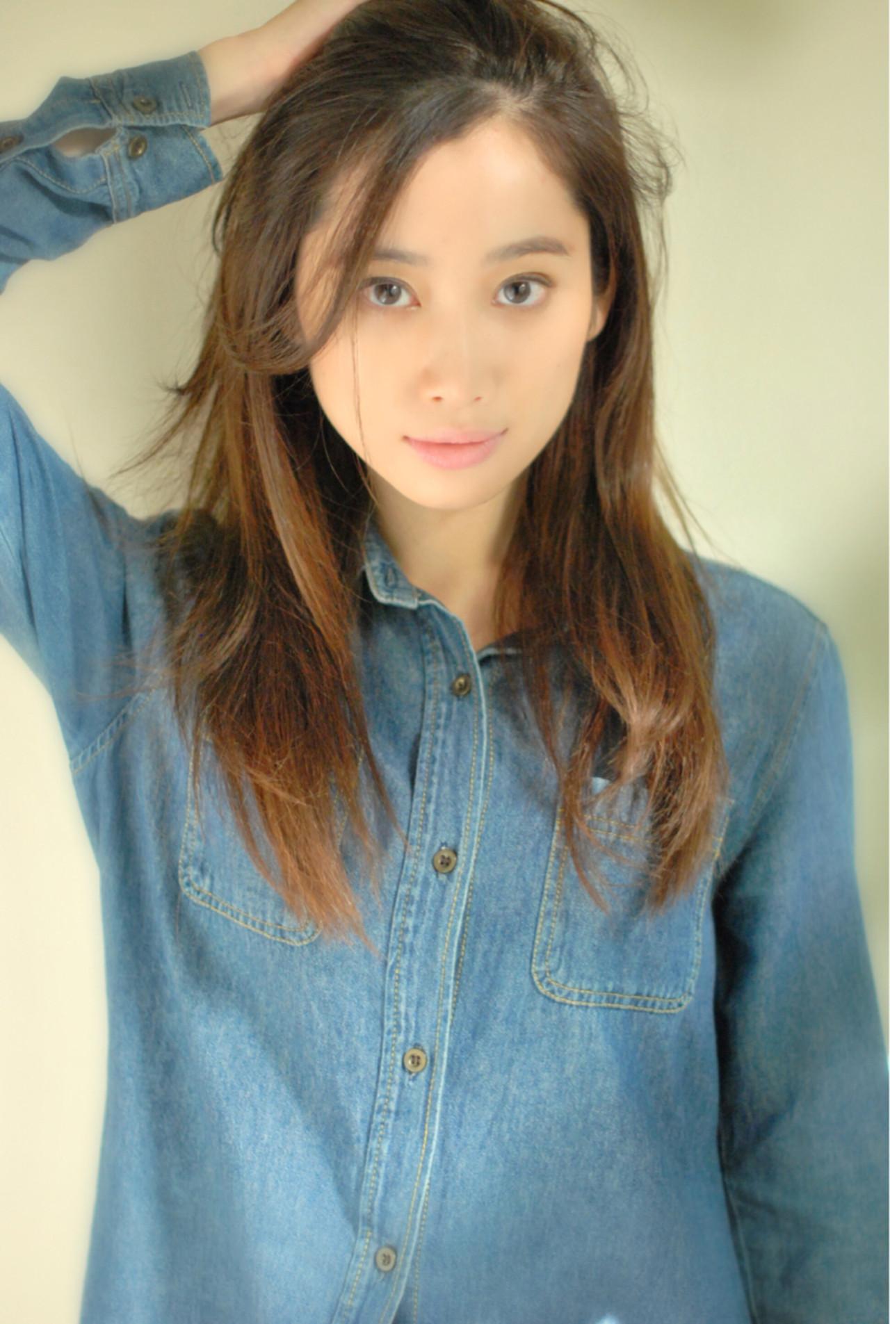 リラックス 前髪あり ナチュラル アッシュ ヘアスタイルや髪型の写真・画像 | 千田 営司 / La familia