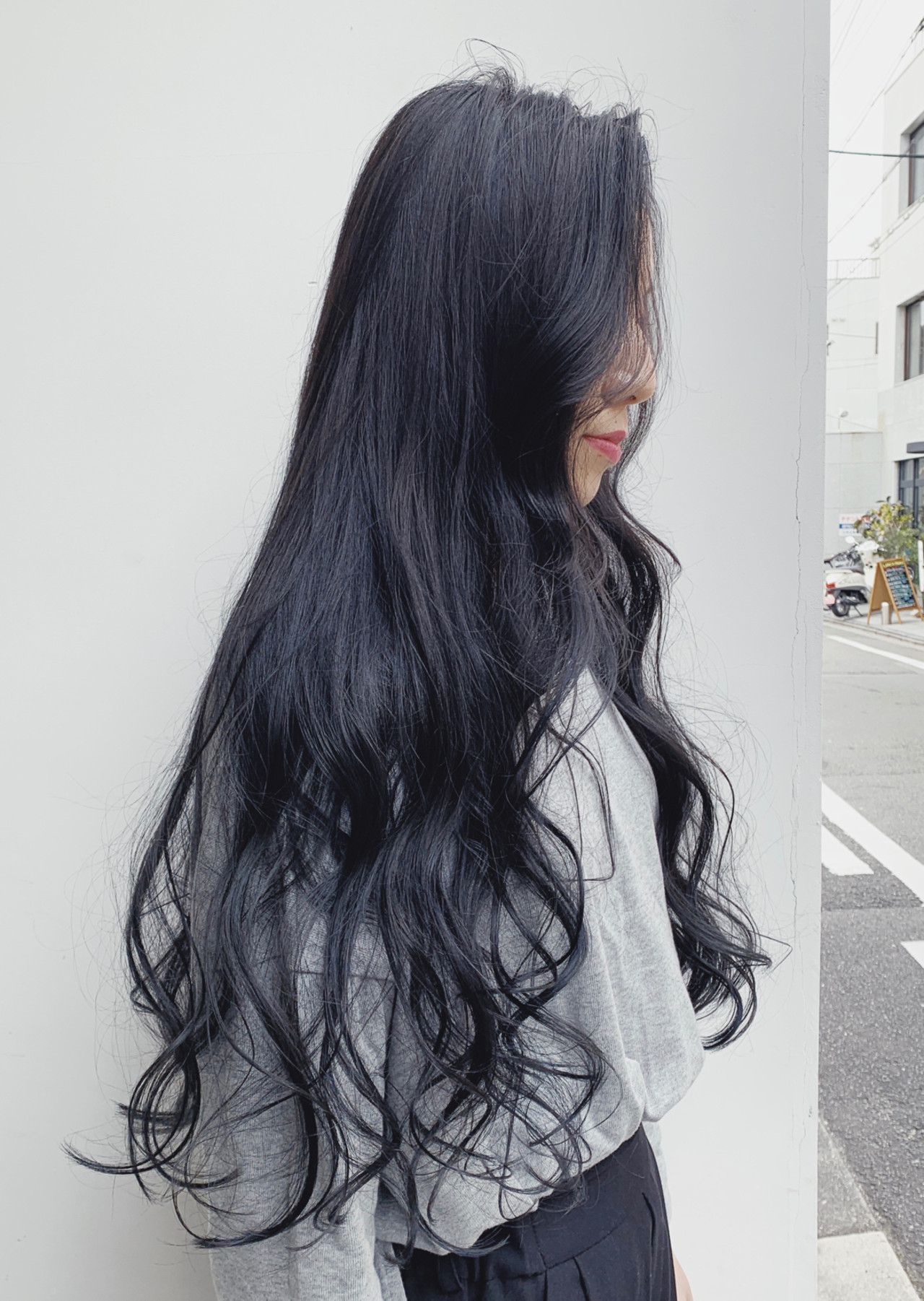ロング アッシュグレージュ グレージュ フェミニンヘアスタイルや髪型の写真・画像