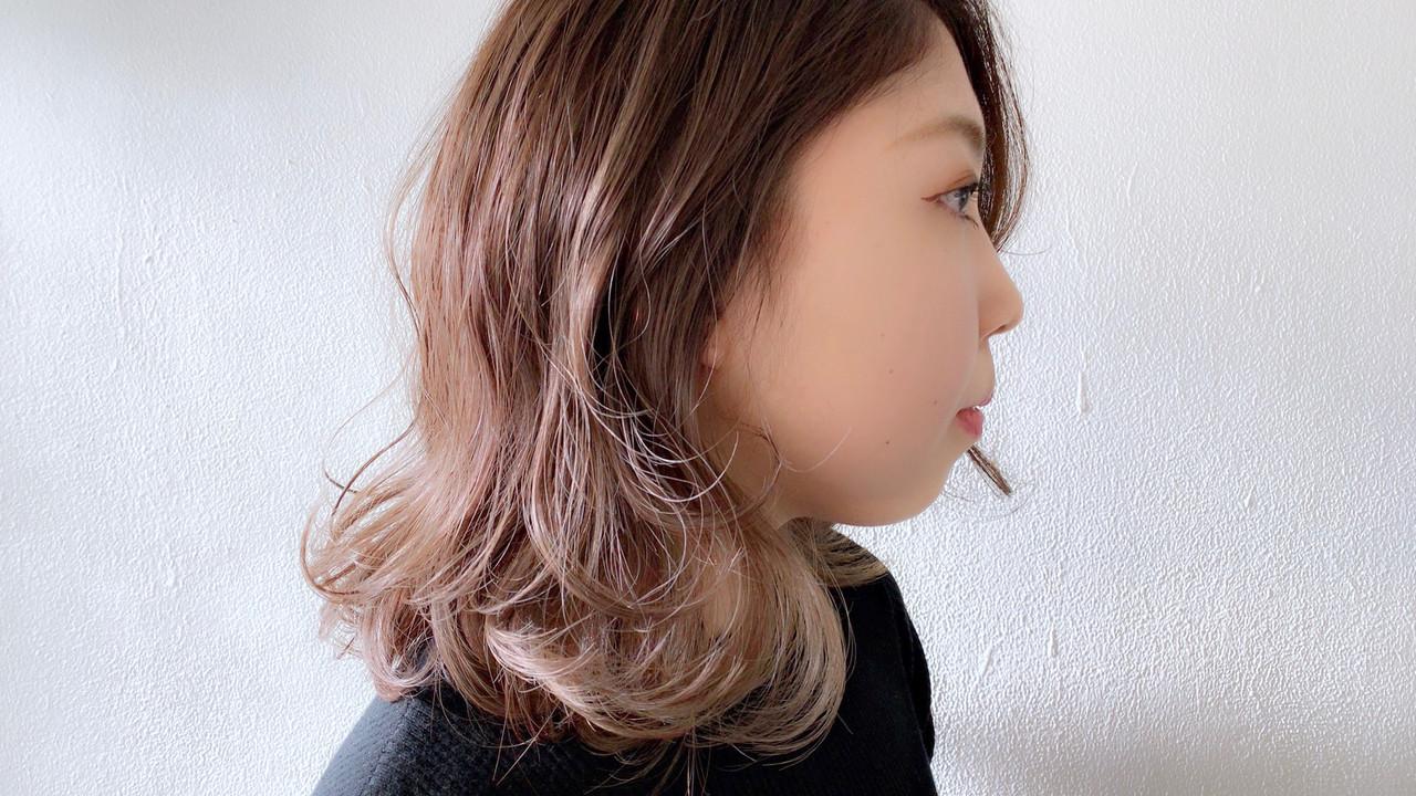 外国人風カラー ハイライト アンニュイほつれヘア ナチュラルヘアスタイルや髪型の写真・画像