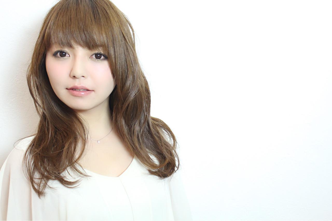 透明感 ウェーブ セミロング ナチュラル ヘアスタイルや髪型の写真・画像 | 浅川 悠平 / calmLY HAIR