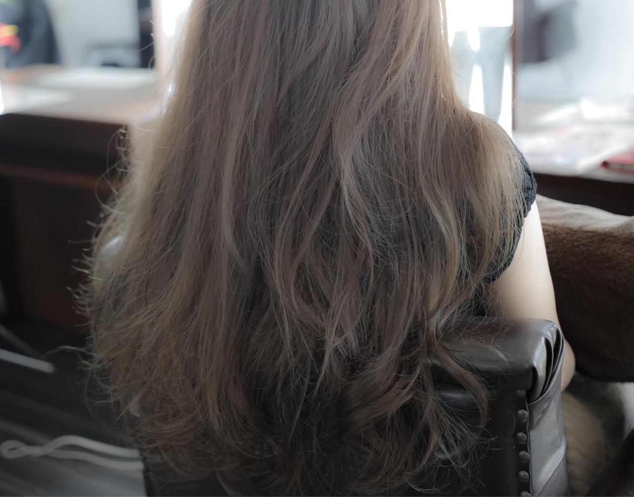冬のトレンドを夏にもチョイス!スケルトングレーで日差しを味方につけるべし。 小笠原 淳 / hair make No.8