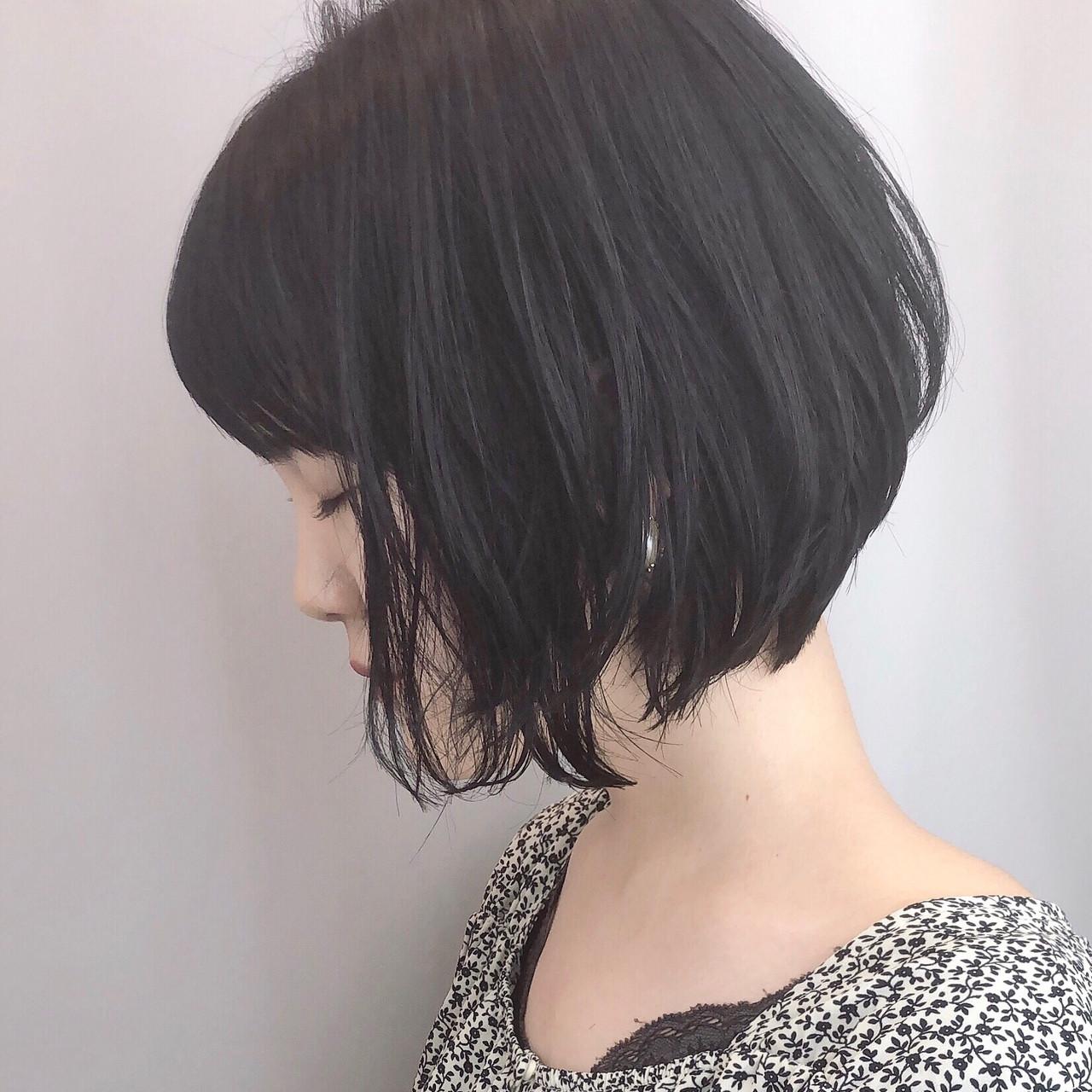 小顔ショート ナチュラル デート 黒髪ヘアスタイルや髪型の写真・画像