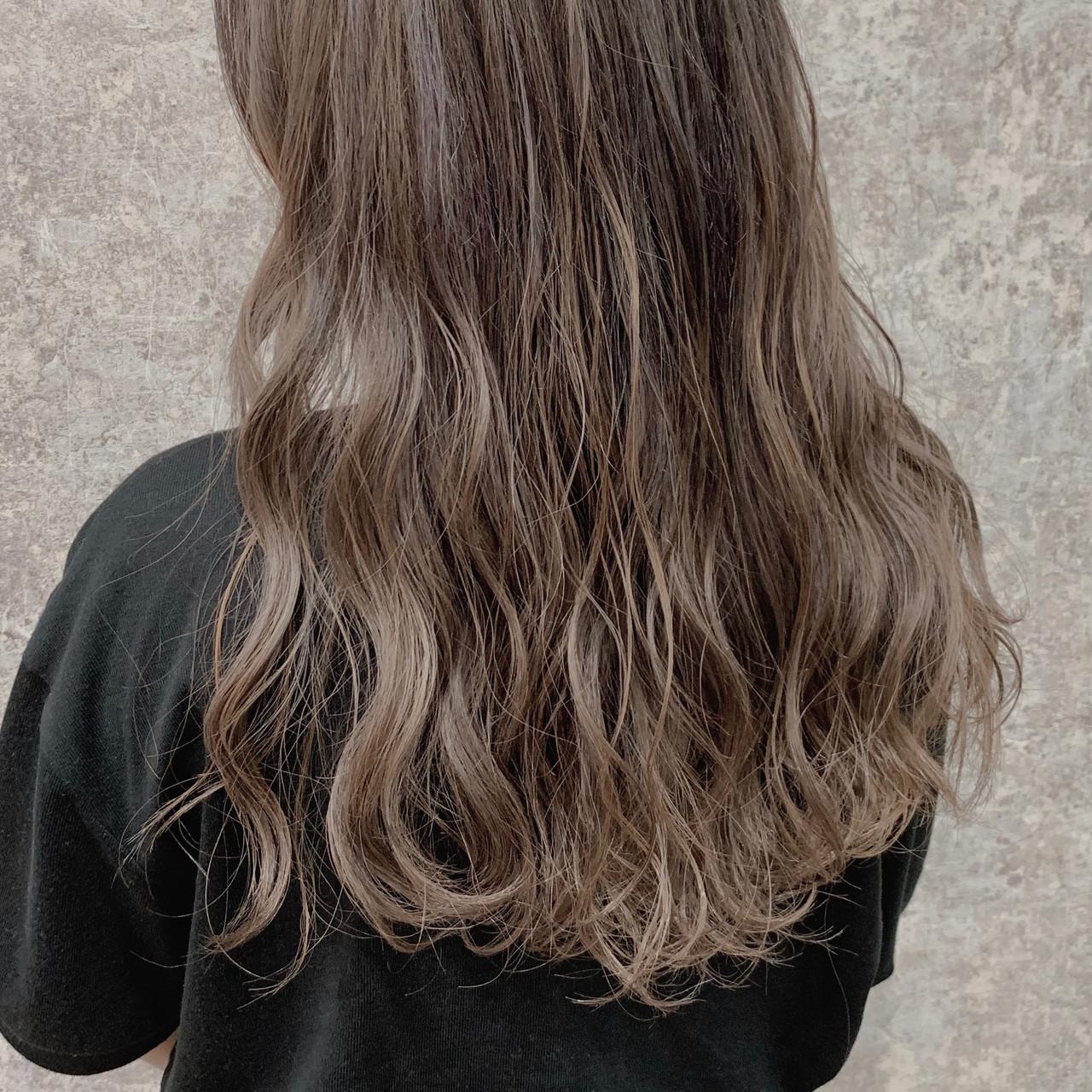 ダブルカラー ハイライト ミルクティーベージュ ロング ヘアスタイルや髪型の写真・画像 | アカシリョウ / soon de brace 瓜破店