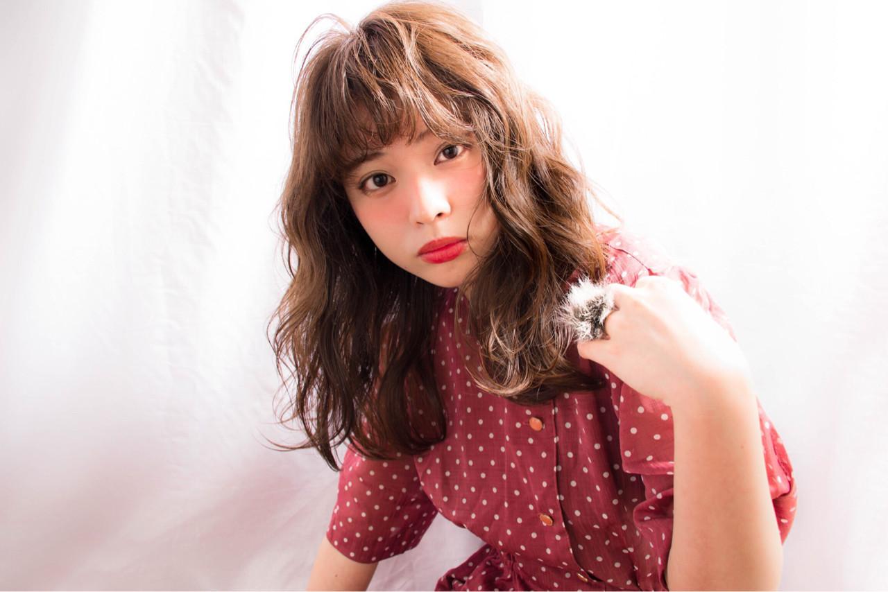 大人かわいい セミロング パーマ ナチュラル ヘアスタイルや髪型の写真・画像 | 徳田 誠也 / HOEKHOEK