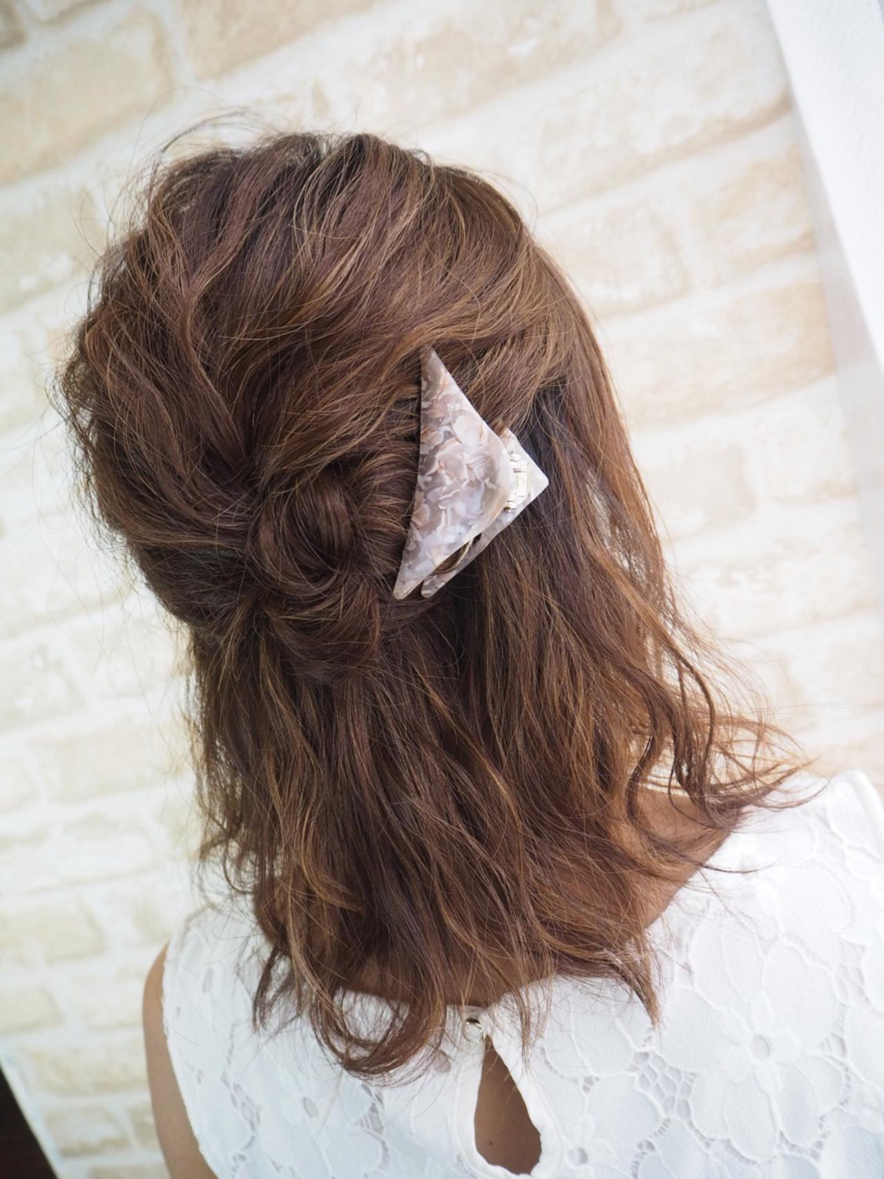 結婚式にも!ミディアムヘアの簡単お呼ばれアレンジ sacoti☆hairdesigner / hair lounge Blao