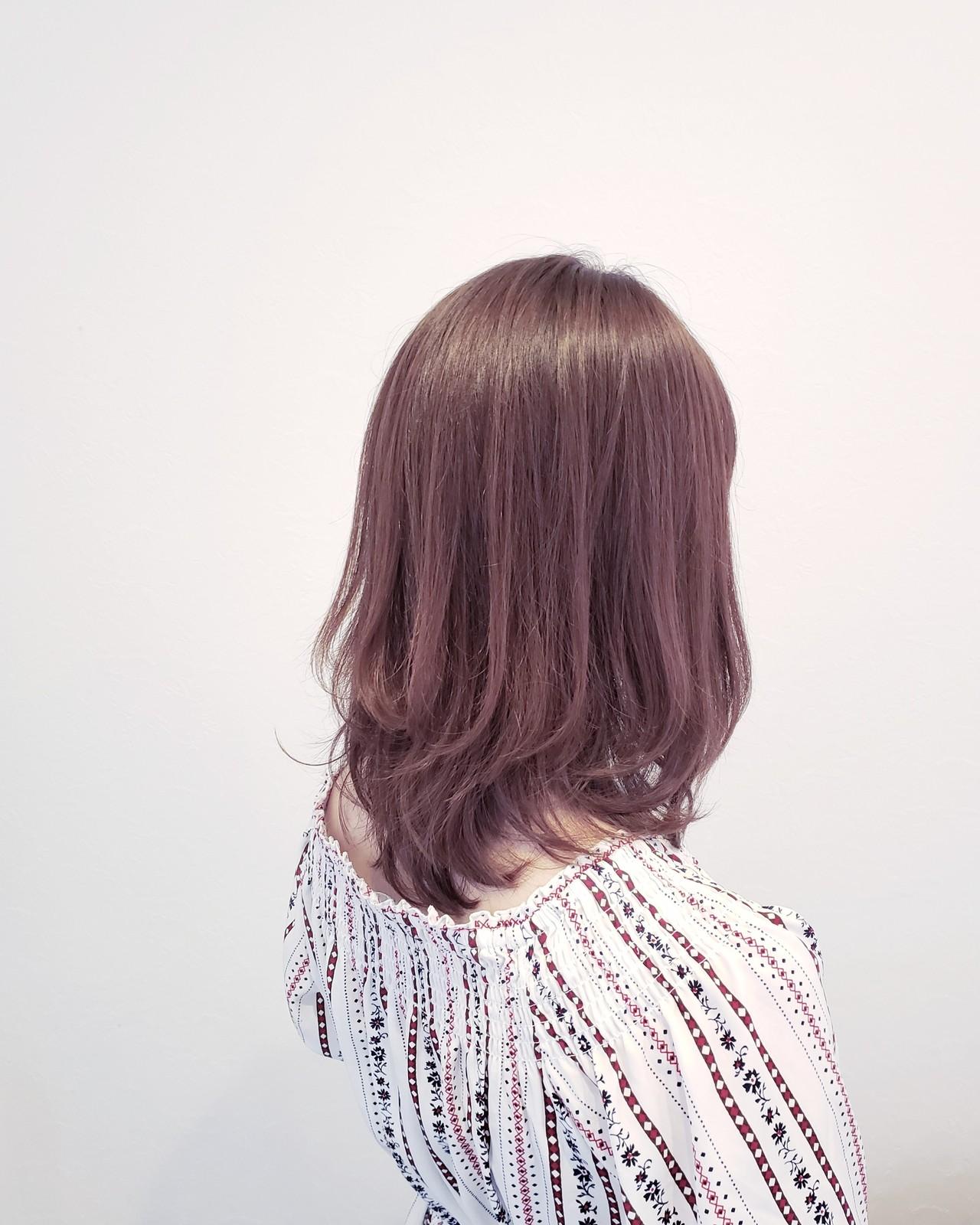 ベージュ ナチュラル デート 外国人風ヘアスタイルや髪型の写真・画像