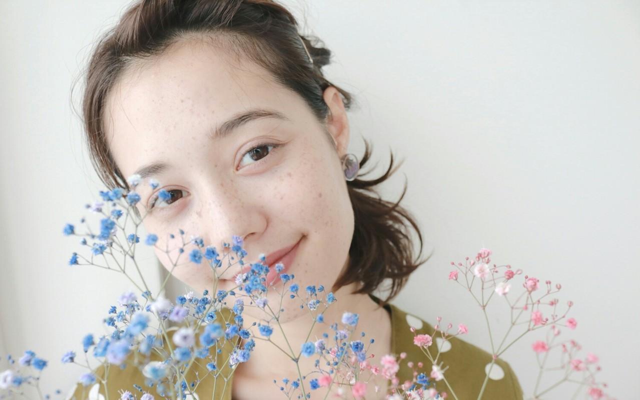 デート 大人女子 アッシュ ウェーブ ヘアスタイルや髪型の写真・画像 | 丸山悟 / DEARL