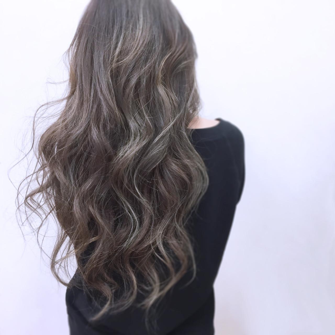 グレージュ ニュアンス ロング ハイライト ヘアスタイルや髪型の写真・画像 | YSO / 電髪倶楽部street