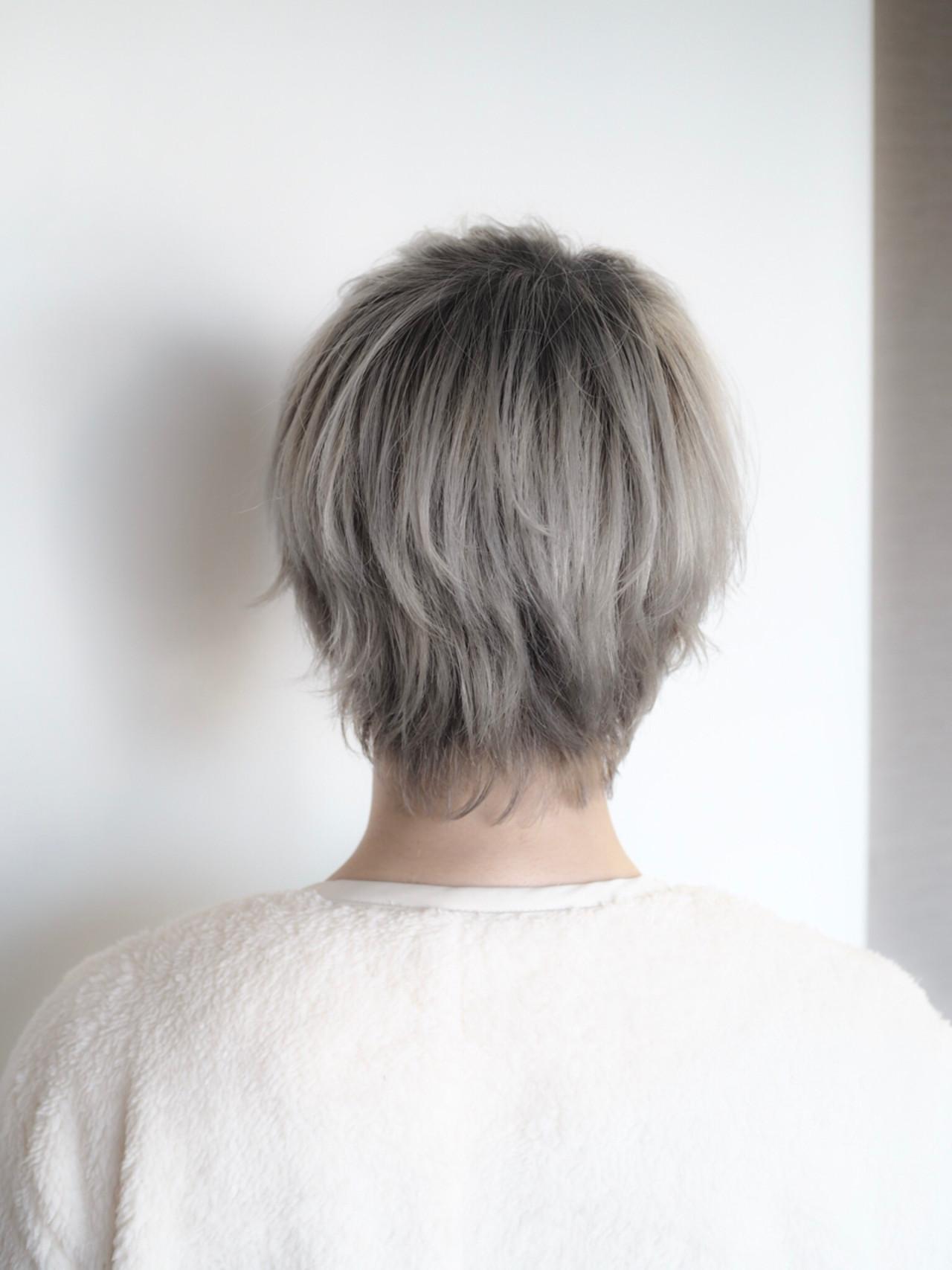 ホワイト シルバー グレージュ ショート ヘアスタイルや髪型の写真・画像 | 西村涼 / airsalon