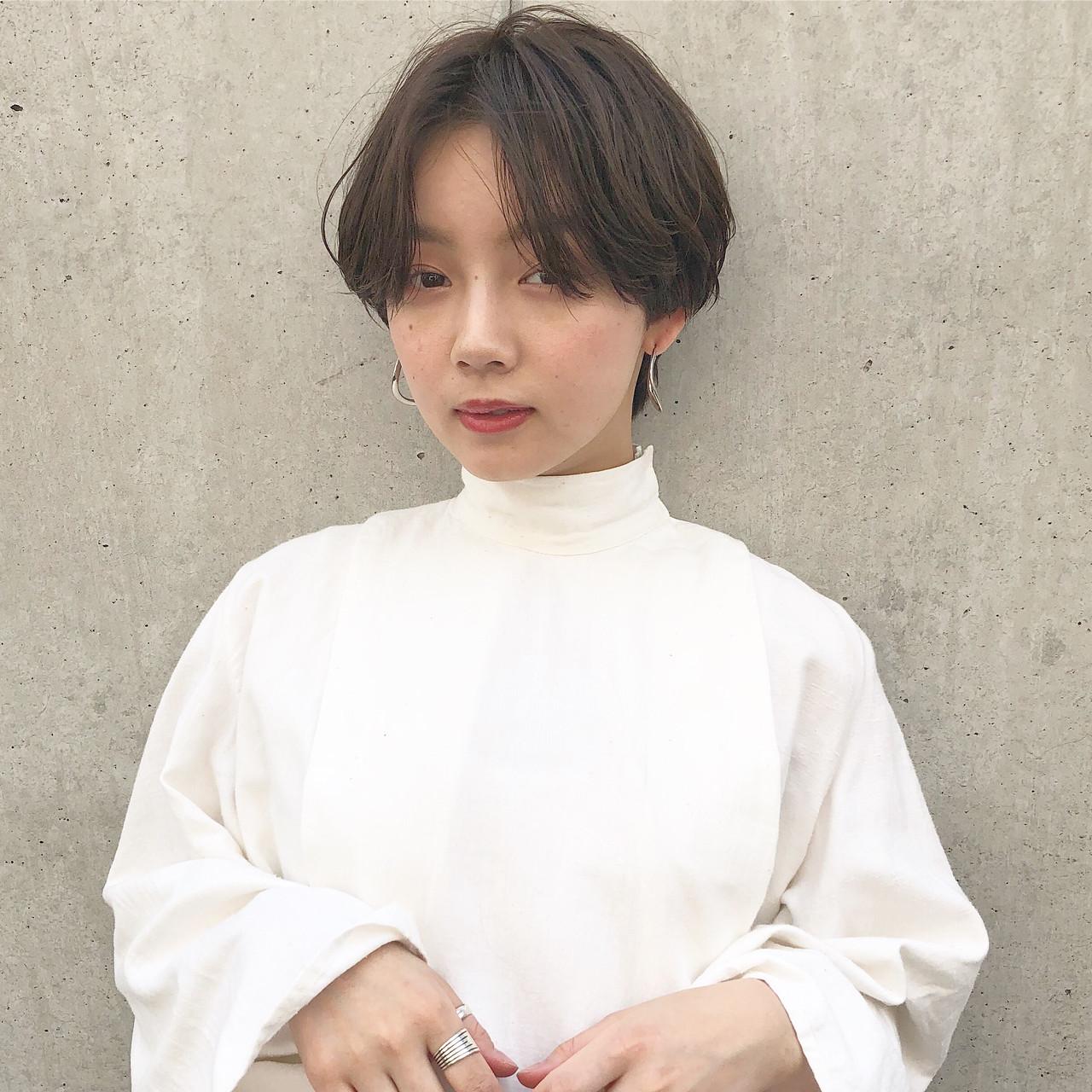 ショート ショートヘア ショート女子 センターパート ヘアスタイルや髪型の写真・画像   高田 興 / レジーロ