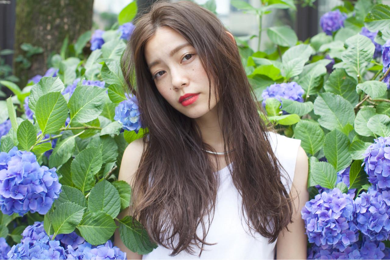 大人かわいい 外国人風 ロング アッシュ ヘアスタイルや髪型の写真・画像 | 佐脇 正徳 / LOAVE AOYAMA(ローヴ アオヤマ)