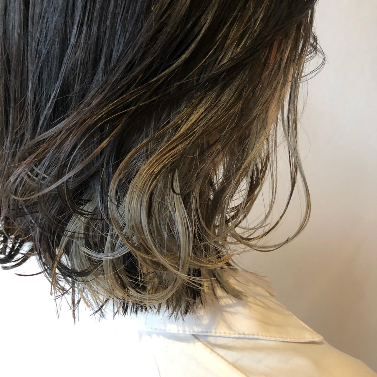 ボブ ナチュラル インナーカラー インナーカラーグレーヘアスタイルや髪型の写真・画像