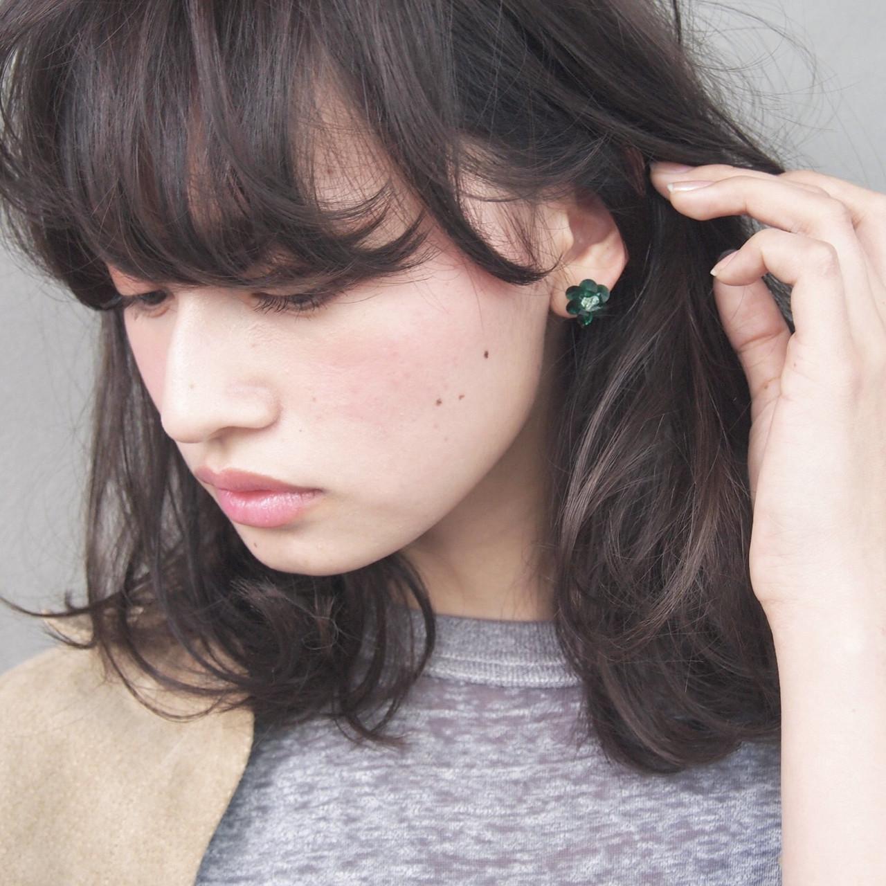 黒髪 ナチュラル 大人女子 ニュアンスヘアスタイルや髪型の写真・画像