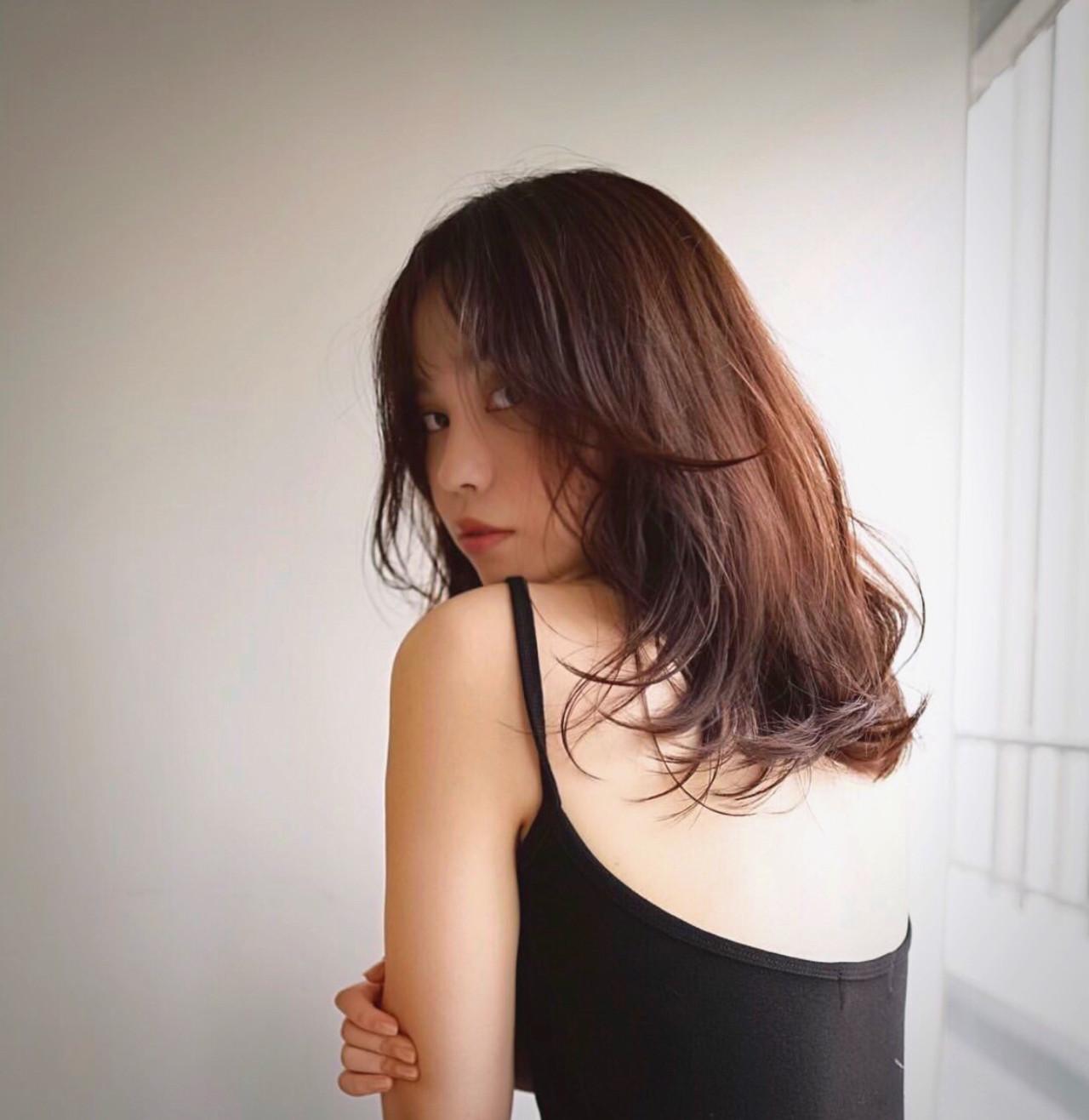 ナチュラル ミディアムレイヤー レイヤースタイル ミディアム ヘアスタイルや髪型の写真・画像
