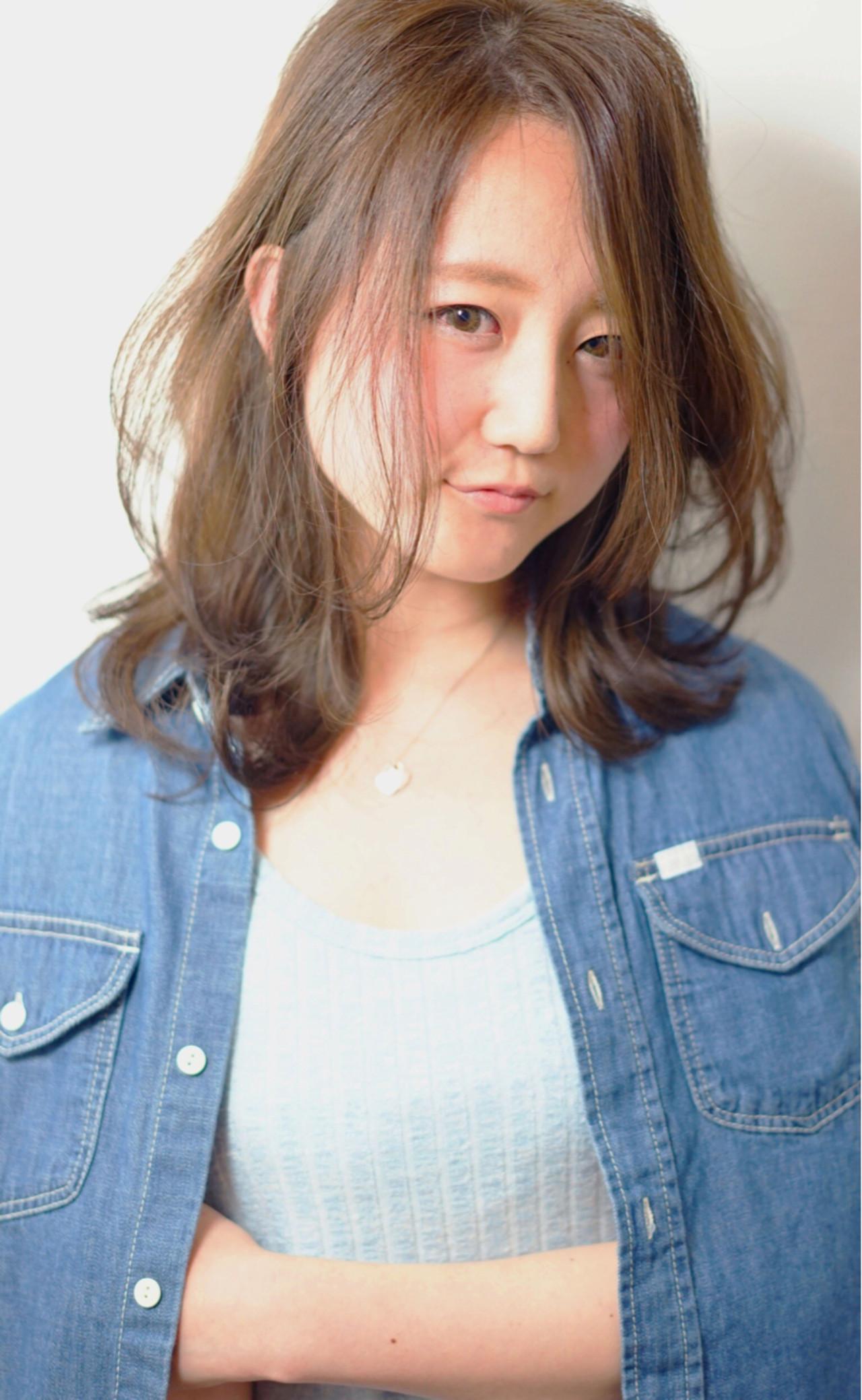 ナチュラル レイヤーカット アッシュ センターパート ヘアスタイルや髪型の写真・画像 | 渡辺拓吏【NUM】 / hair salon NUM