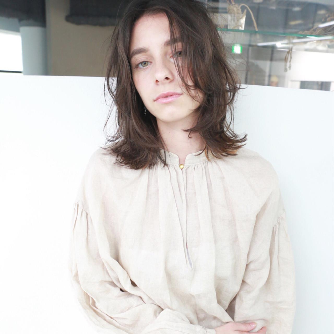 ミディアム 暗髪 外国人風 ナチュラル ヘアスタイルや髪型の写真・画像 | 高橋 忍 / nanuk渋谷店(ナヌーク)