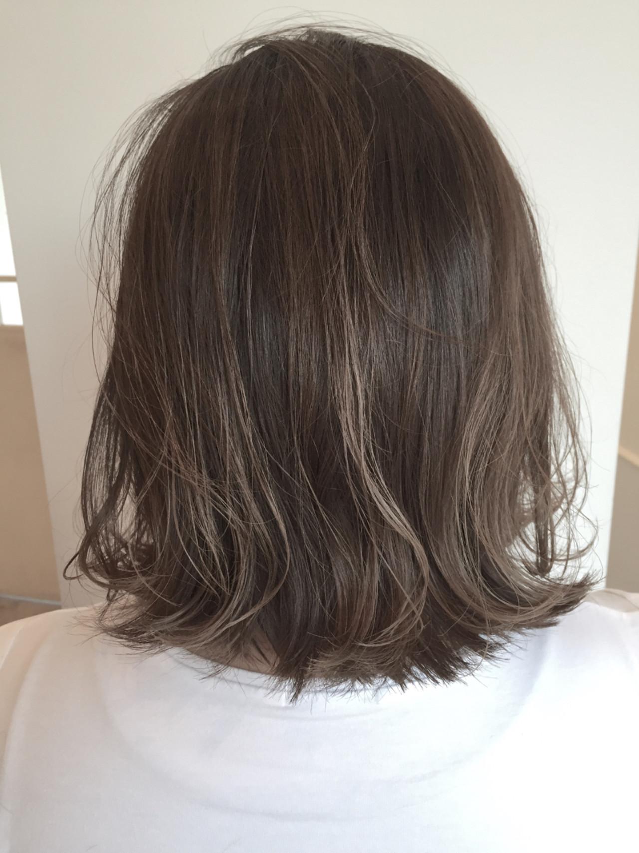 くせ毛風 ミディアム グレージュ ボブ ヘアスタイルや髪型の写真・画像 | 金本潤 / chord/HONEYbychord