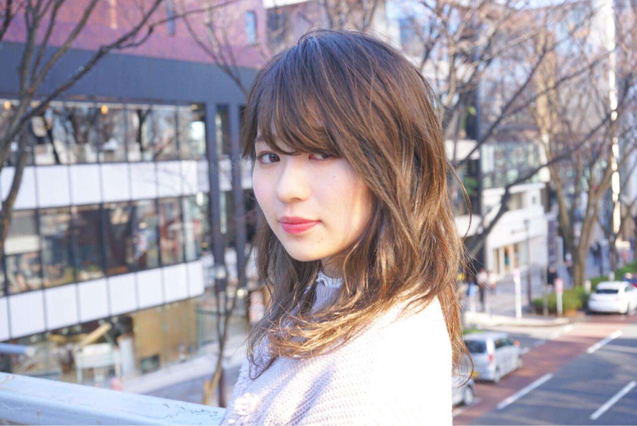 透明感 ロング オフィス アッシュヘアスタイルや髪型の写真・画像