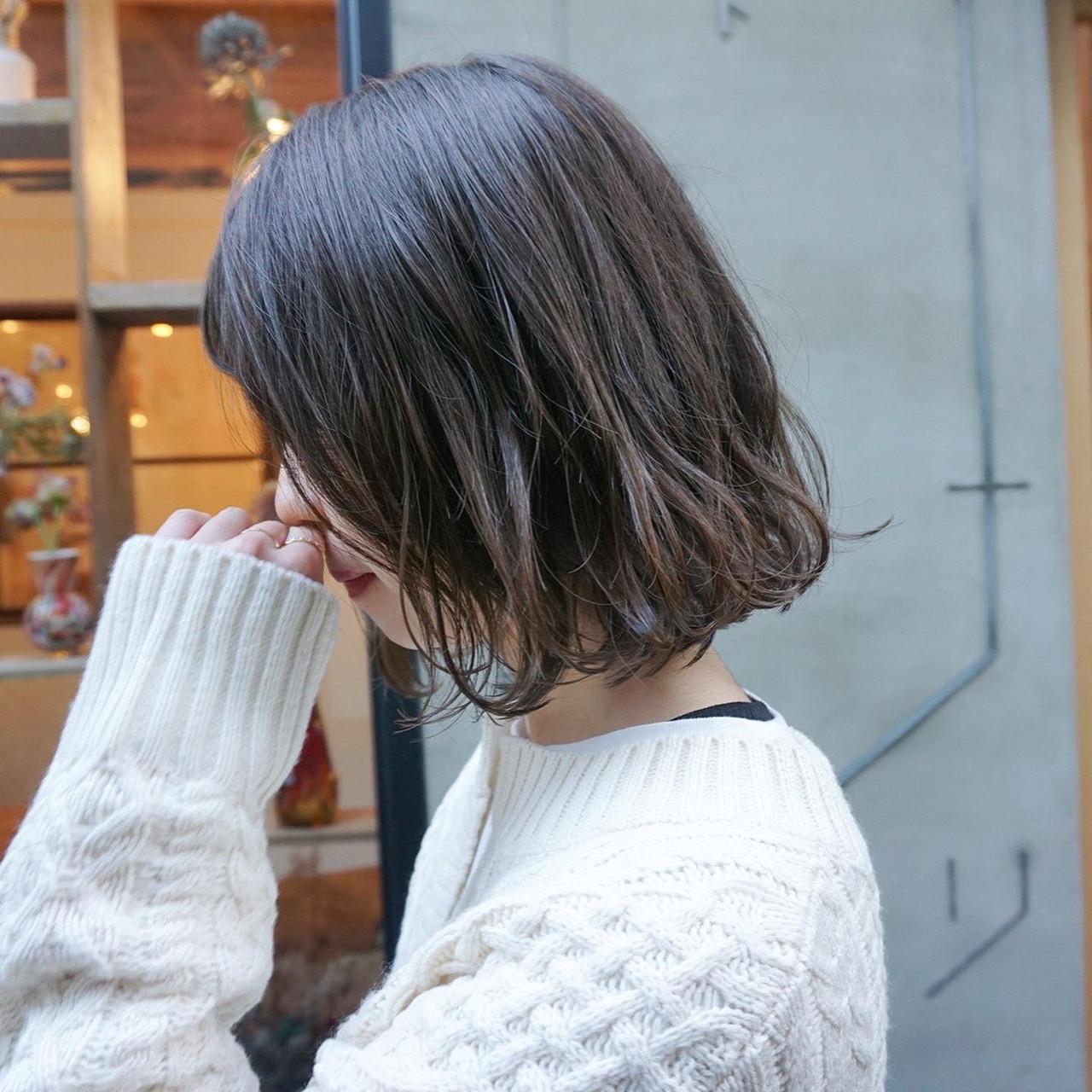 くすみカラー 暗髪 ナチュラル アンニュイほつれヘアヘアスタイルや髪型の写真・画像
