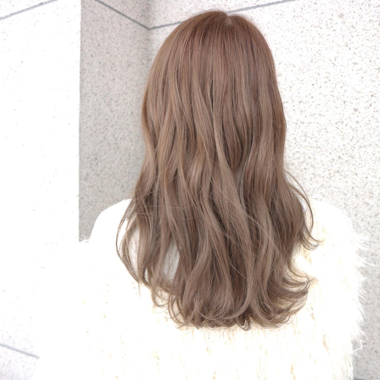 ロング デート ミルクティー 上品ヘアスタイルや髪型の写真・画像