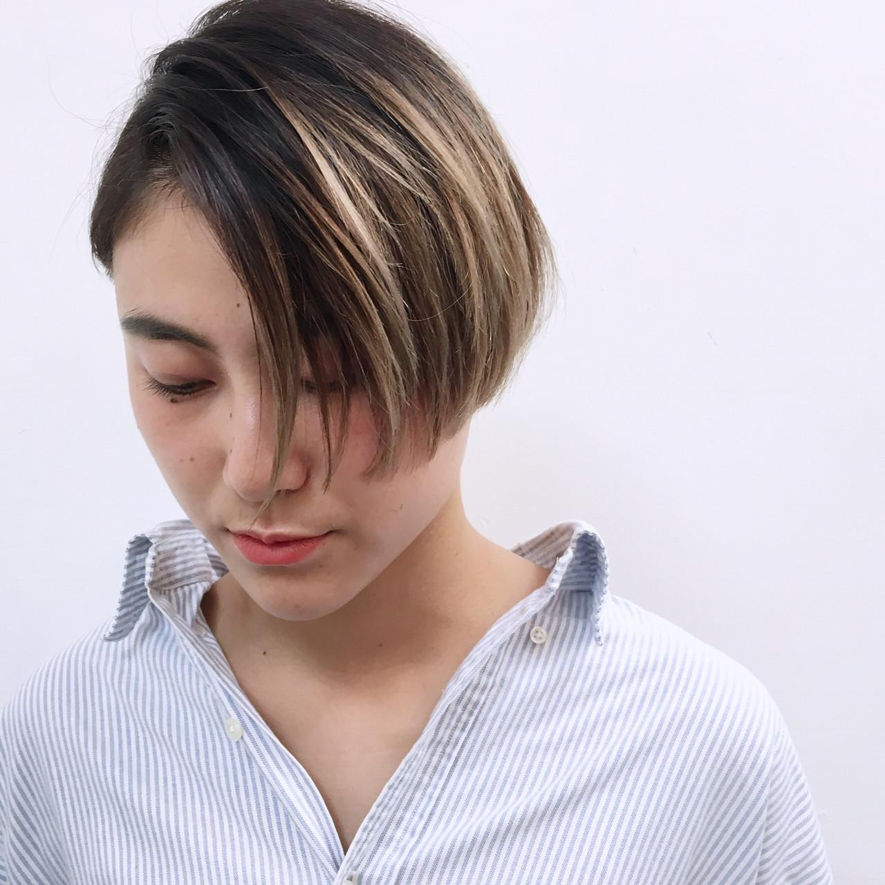 ナチュラル ショートボブ ショート アッシュグラデーションヘアスタイルや髪型の写真・画像