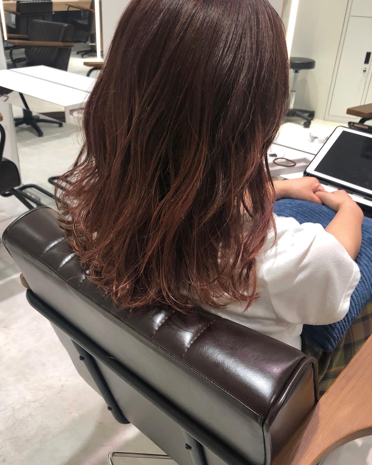 大人カジュアル 大人ヘアスタイル ピンク ピンクブラウンヘアスタイルや髪型の写真・画像