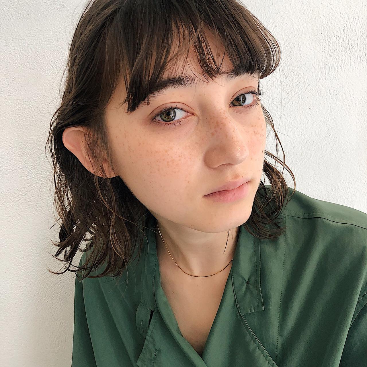 デート 大人かわいい セミロング ナチュラル ヘアスタイルや髪型の写真・画像   浅野 広夢 / vicca 'ekolu