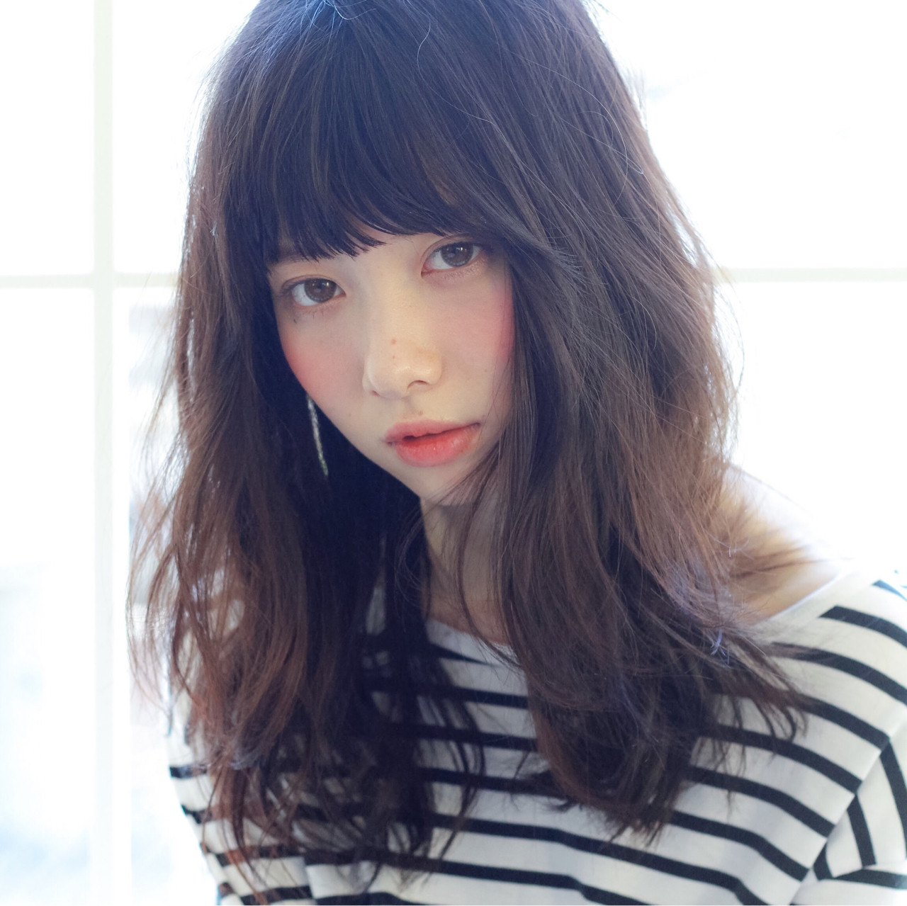 暗髪 ミディアム パーマ 黒髪ヘアスタイルや髪型の写真・画像