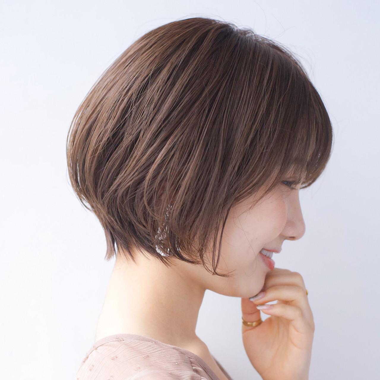 大人かわいい 小顔ショート ナチュラル アンニュイほつれヘアヘアスタイルや髪型の写真・画像