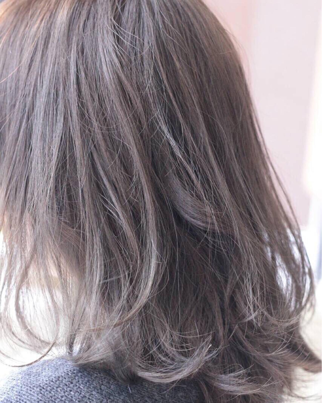 外国人風カラー グレージュ ナチュラル アッシュヘアスタイルや髪型の写真・画像