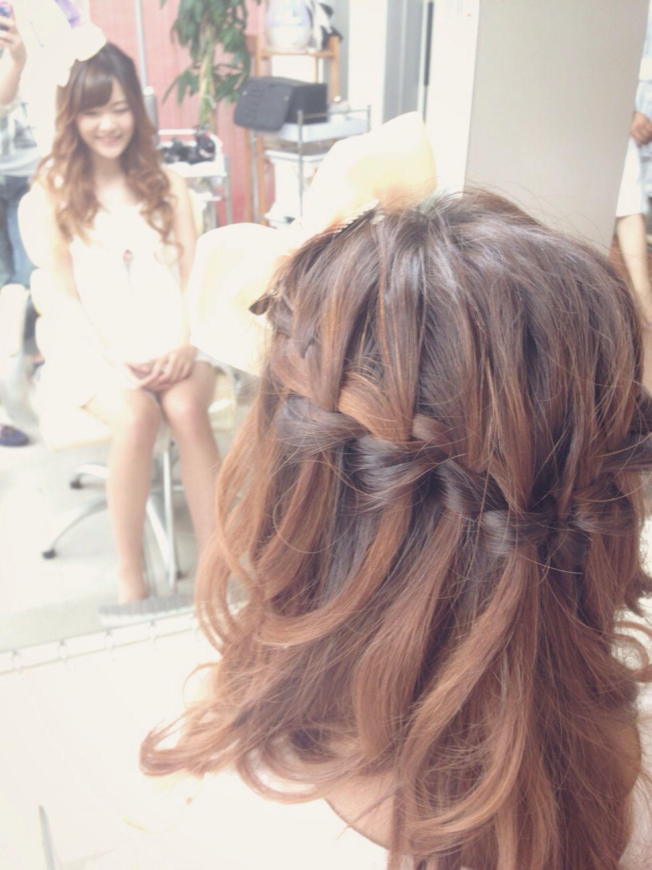 編み込み ヘアアレンジ ウォーターフォールヘアスタイルや髪型の写真・画像
