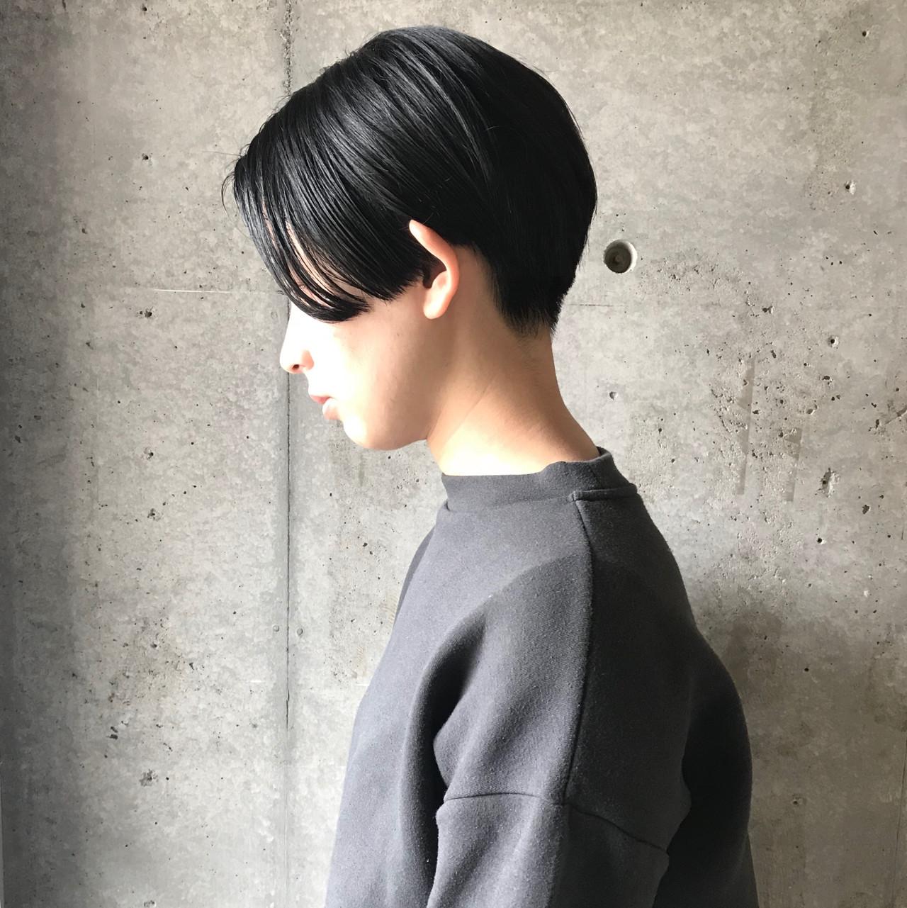 ハンサムショート ショート センターパート 黒髪ヘアスタイルや髪型の写真・画像