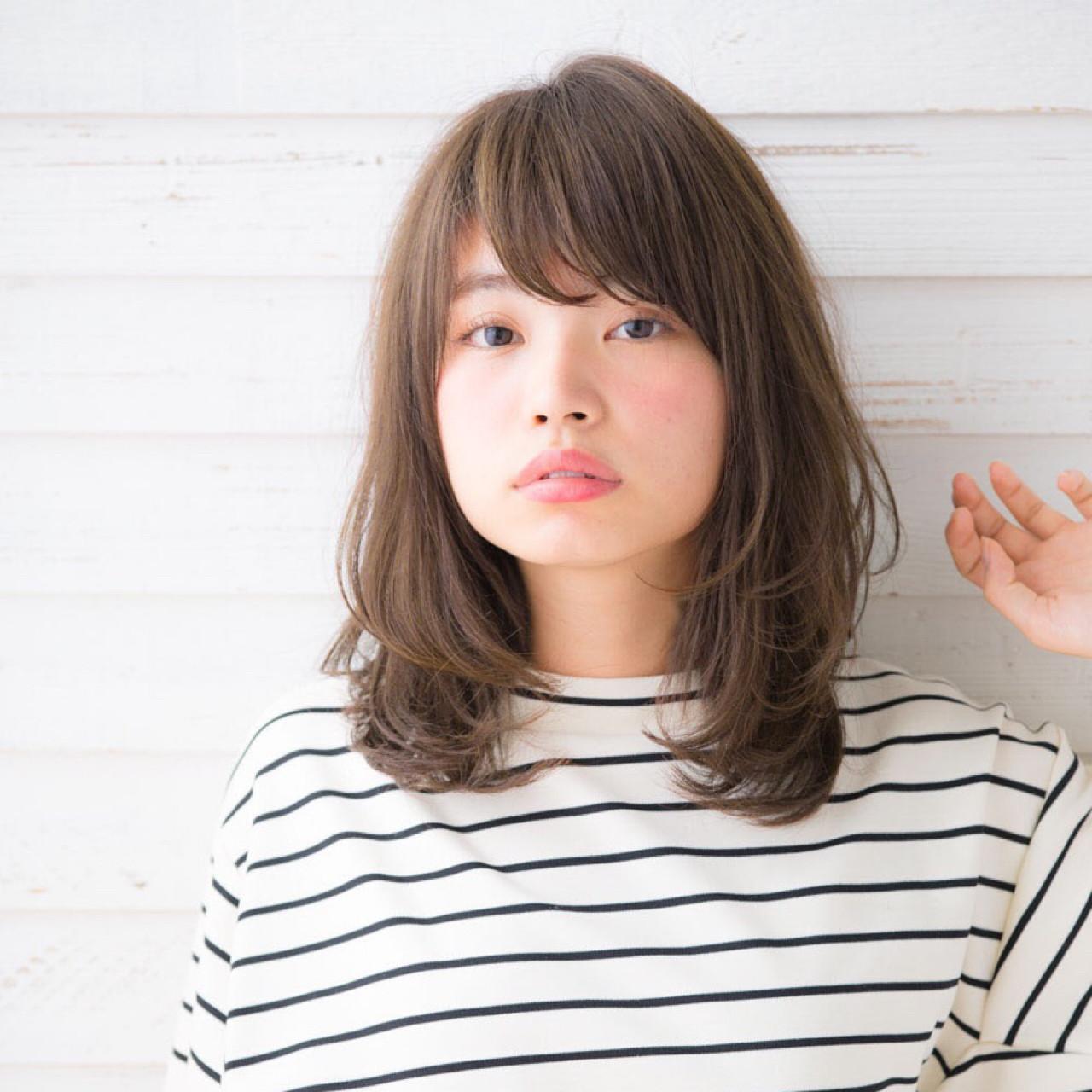 小顔 ニュアンス パーマ 前髪ありヘアスタイルや髪型の写真・画像