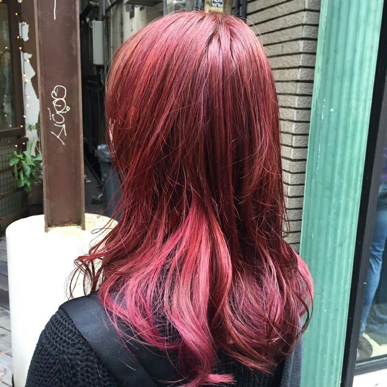 ストリート レッド フェミニン グラデーションカラーヘアスタイルや髪型の写真・画像