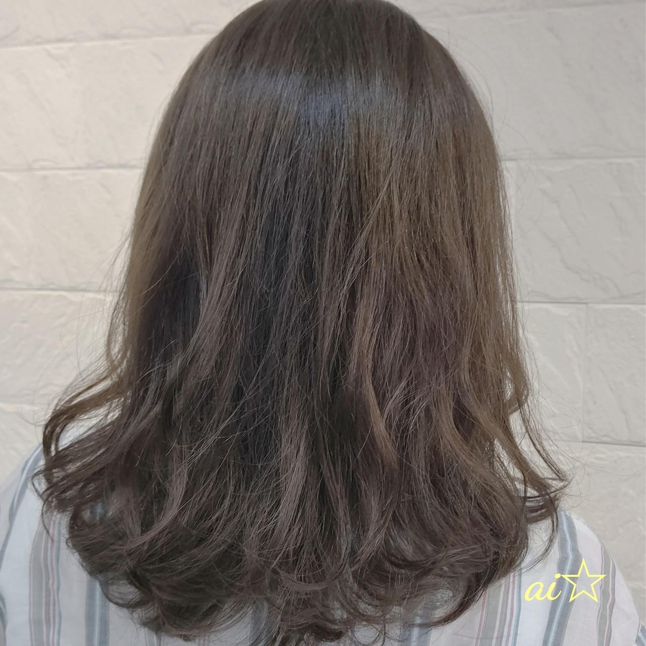 ナチュラル アッシュ ミディアム アッシュベージュヘアスタイルや髪型の写真・画像