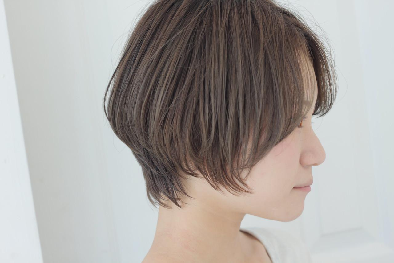 簡単ヘアアレンジ ショート グレージュ ナチュラルヘアスタイルや髪型の写真・画像